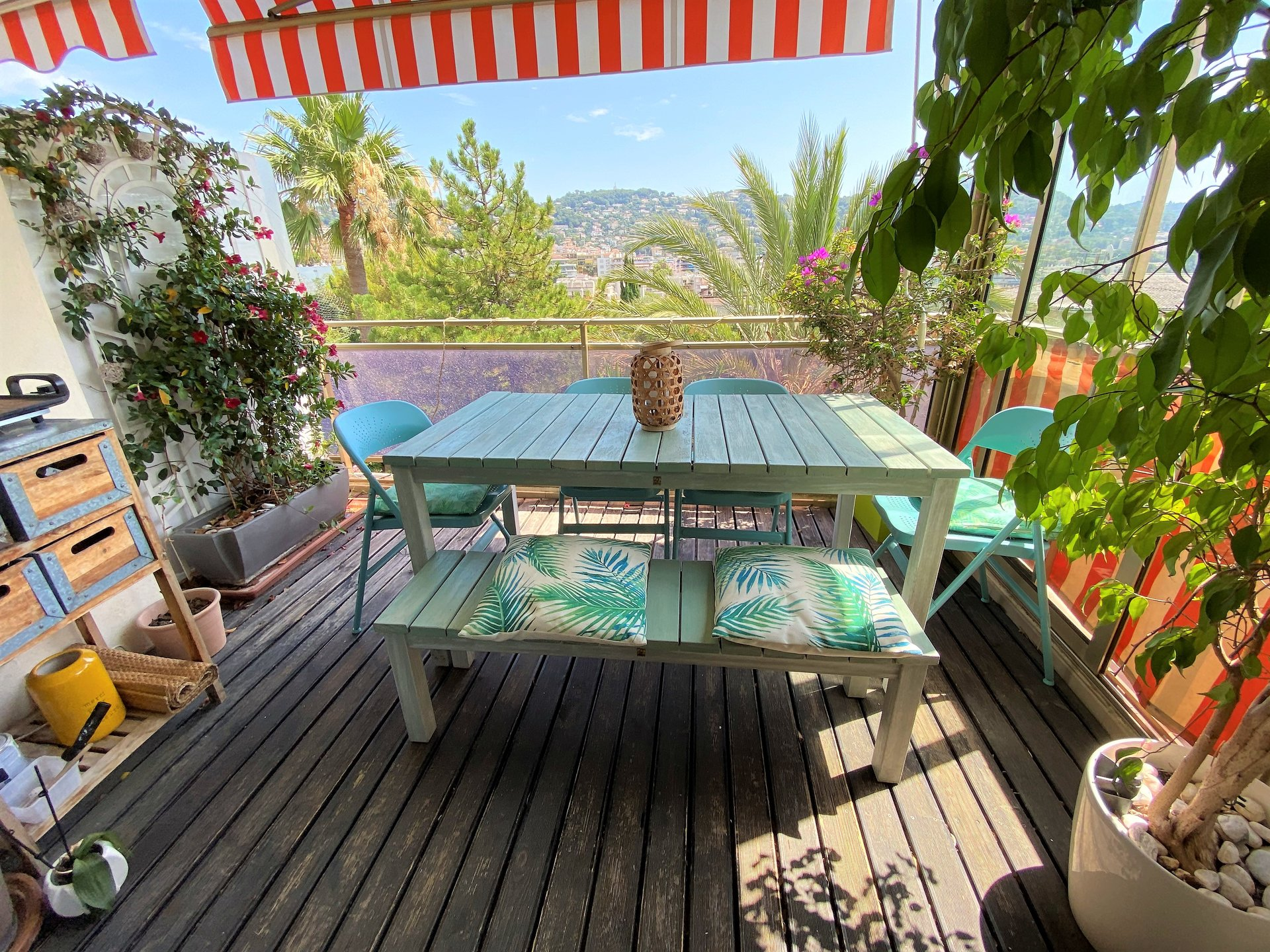 LE CANNET SALE 3 ROOMS CLEAR VIEW OF THE HILLS AND SEA
