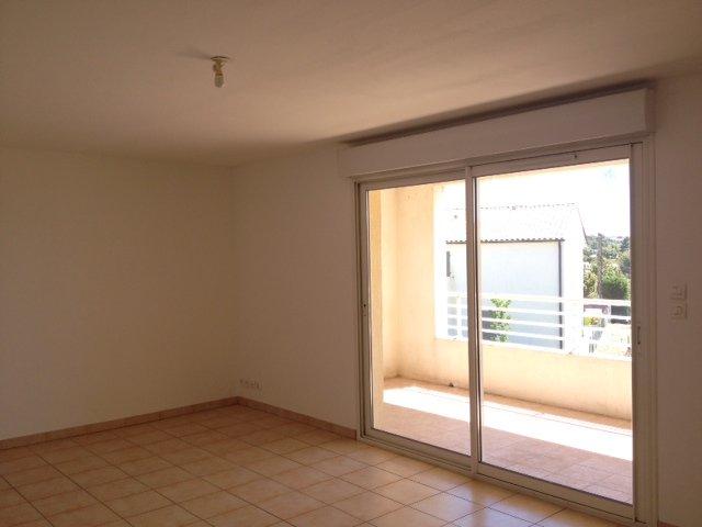 Appartement T3 - Terrasse, balcon, 2 places de stationnement