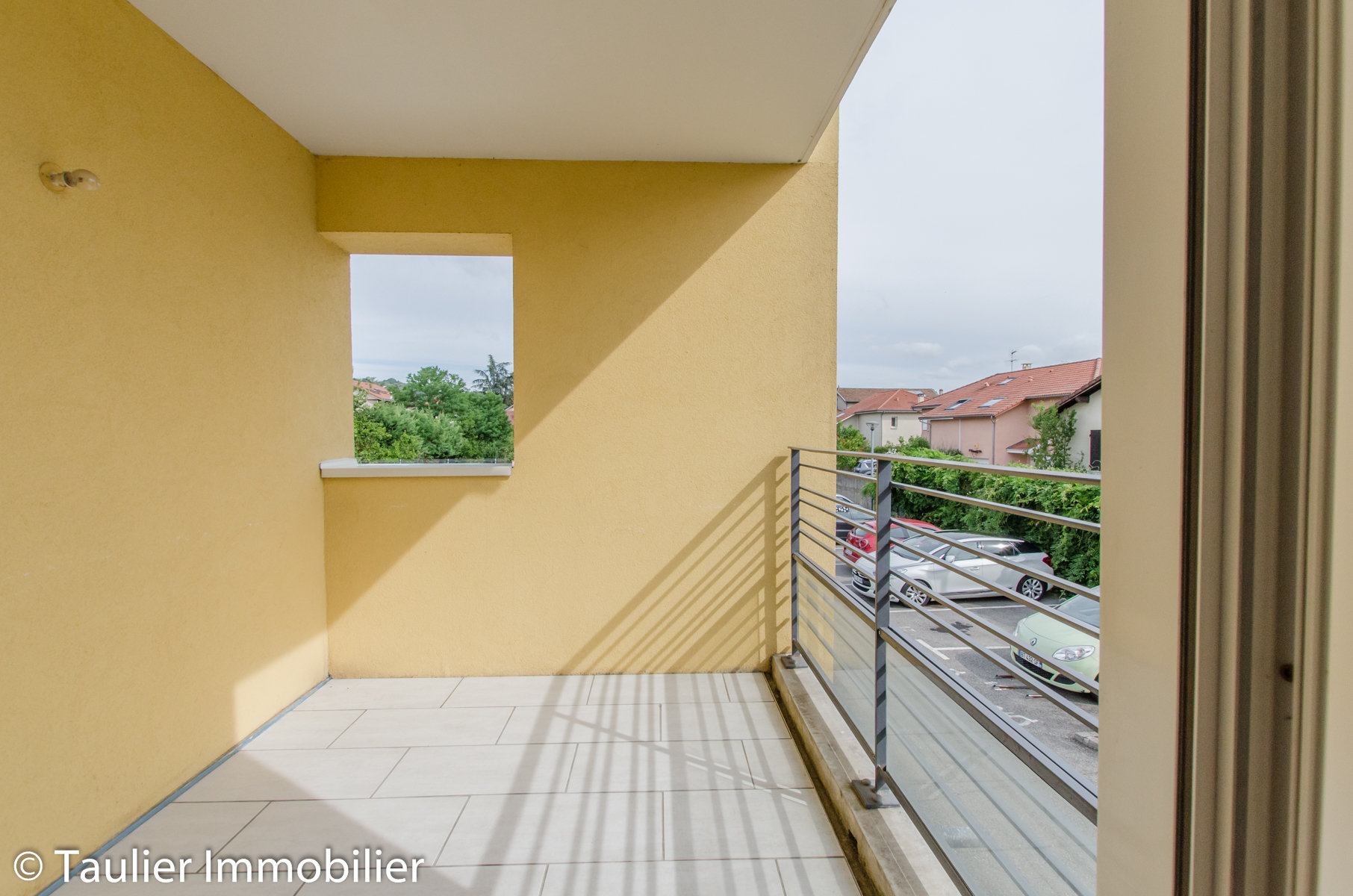T3 avec balcon, garage, parking. Locataire en place