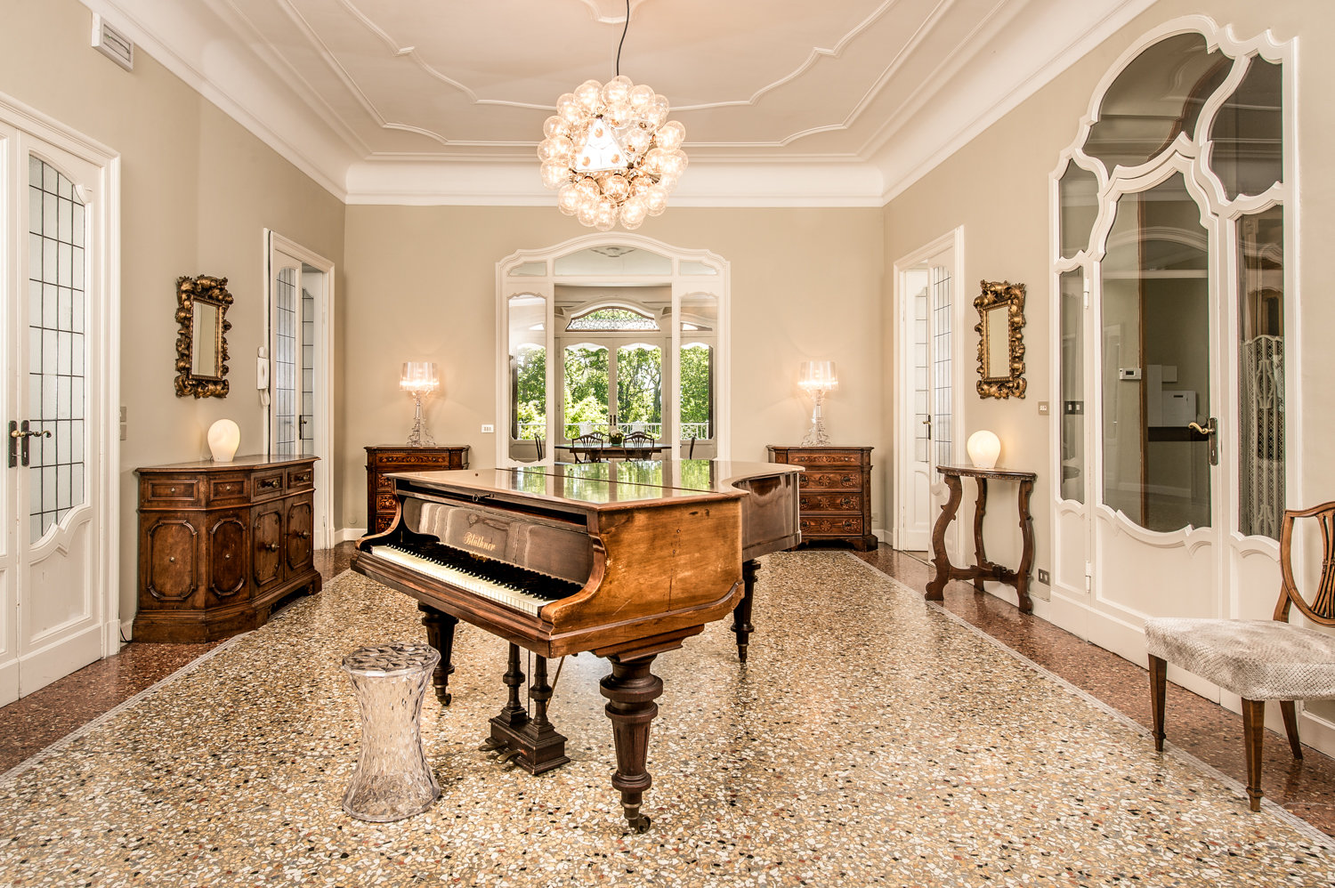 Stresa Prestigious historical villa for rent