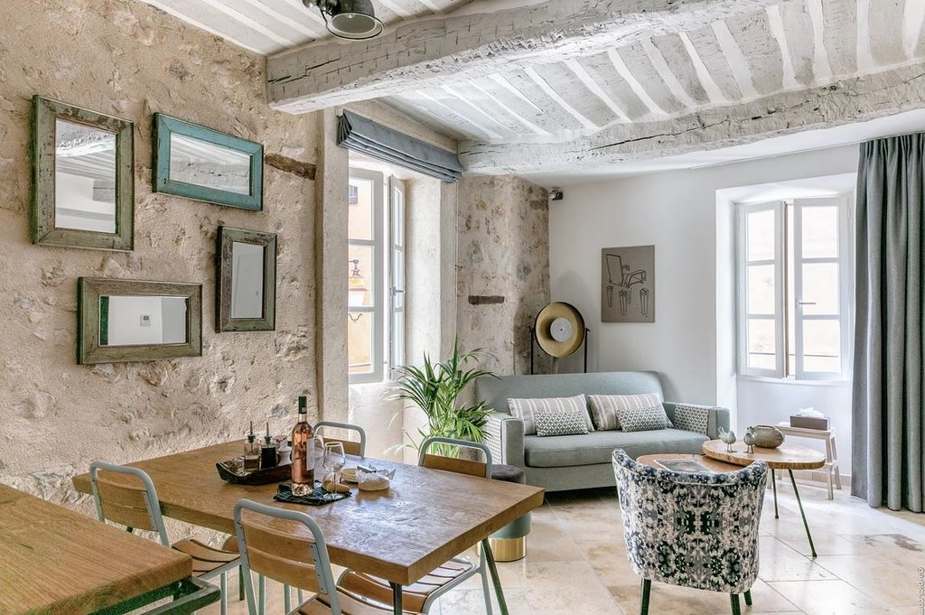 SUPERB APARTMENT IN THE OLD VILLAGE