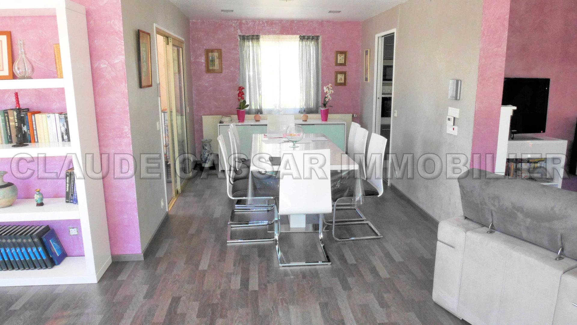 Rare ! Single floor residential area !