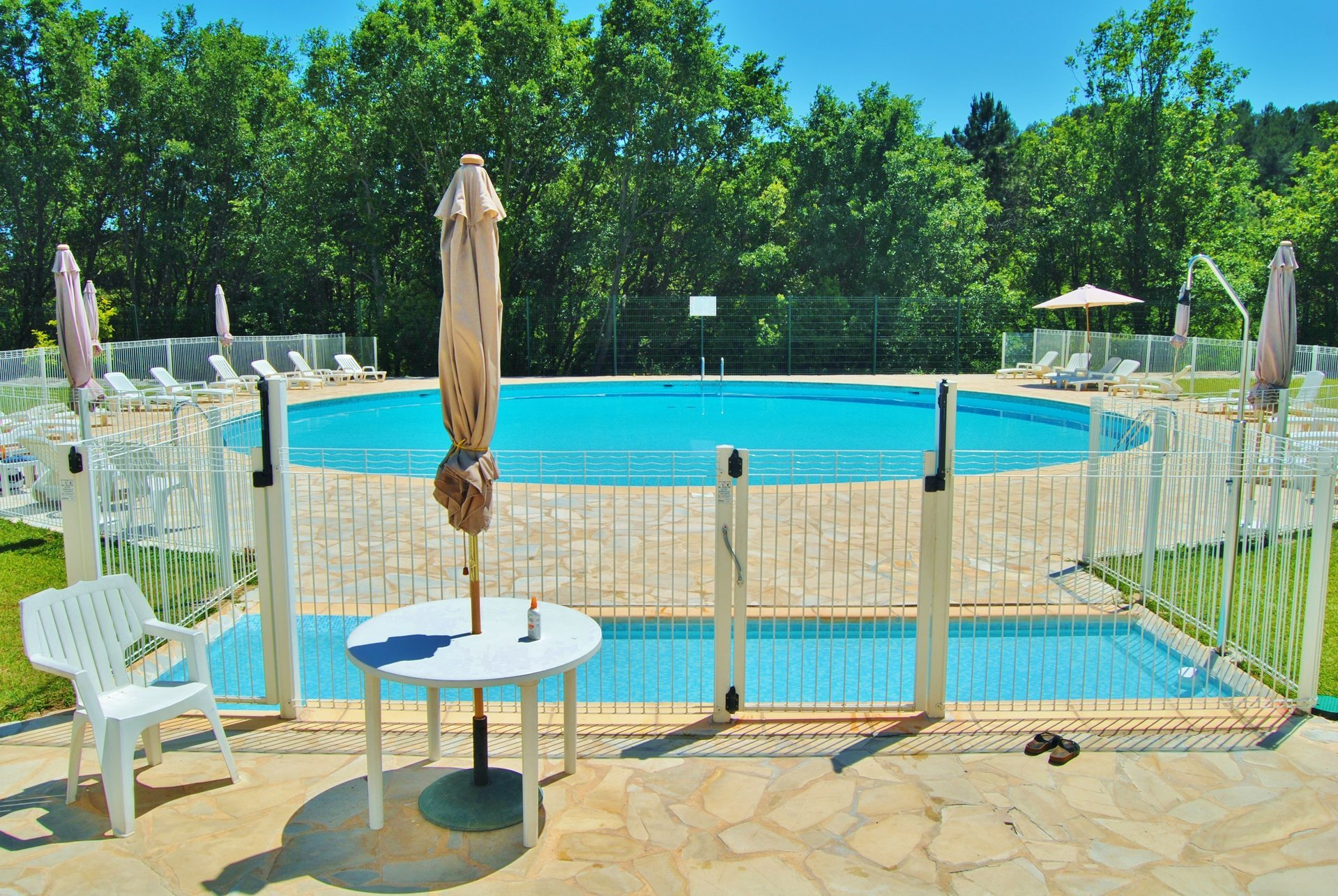 Rare! 2 rooms furnished with parking in a secure residence with swimming pool