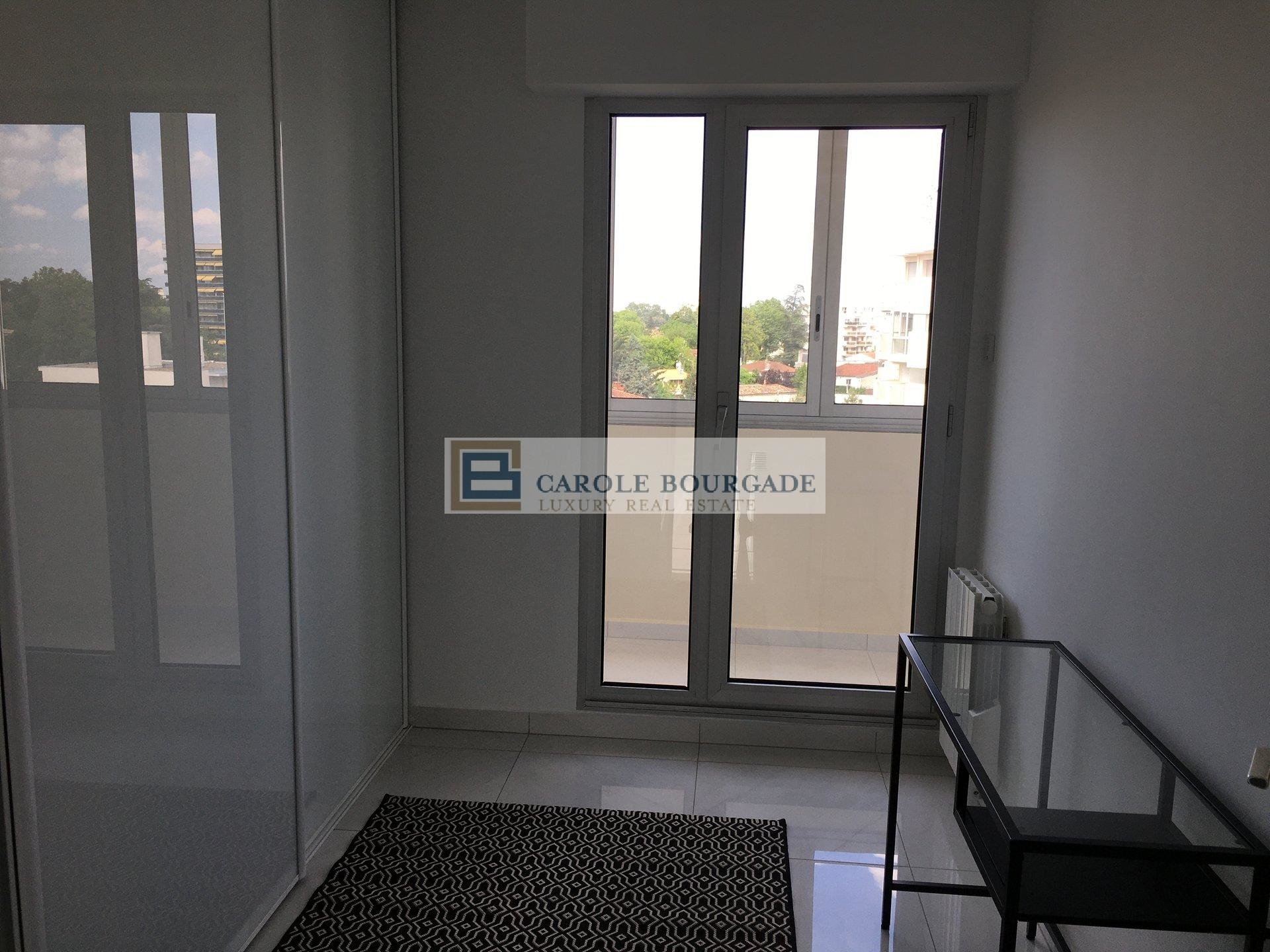 VERY NICE T3 FURNISHED APARTMENT WITH TERRACE BORDEAUX CAUDERAN