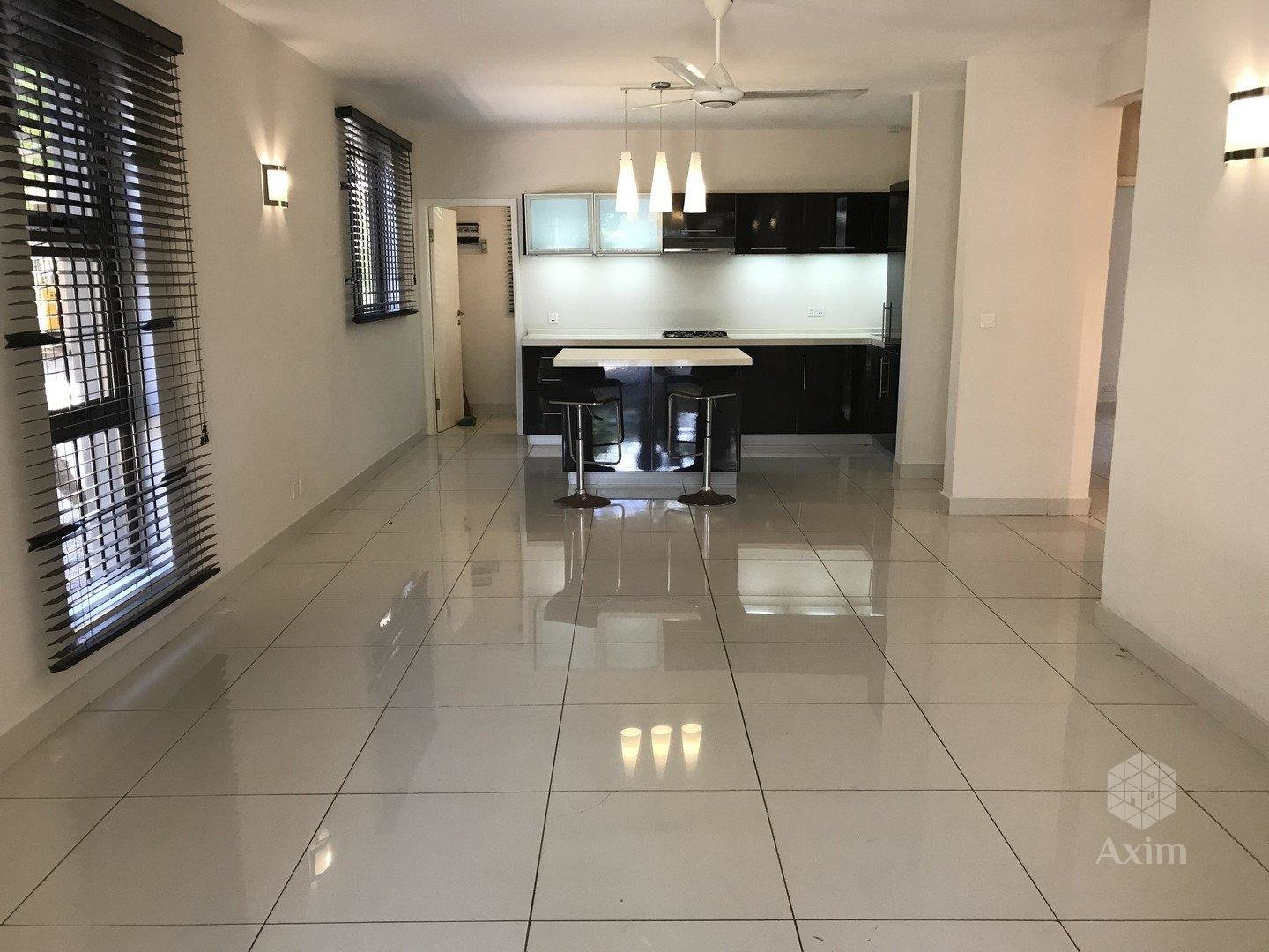 TAMARIN - 3 bedroom apartment close to the beach, shops and restaurants