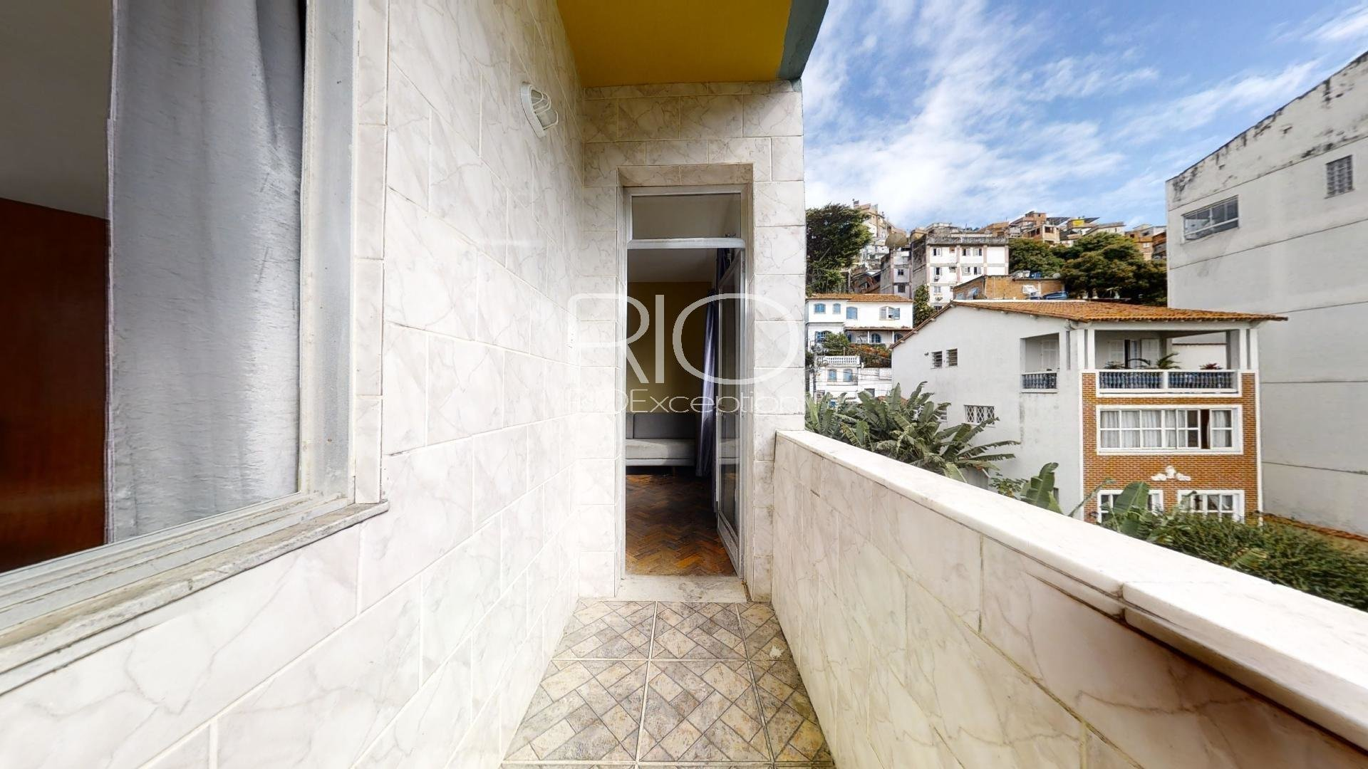 Charming apartment with balcony 10 minutes from the beaches.