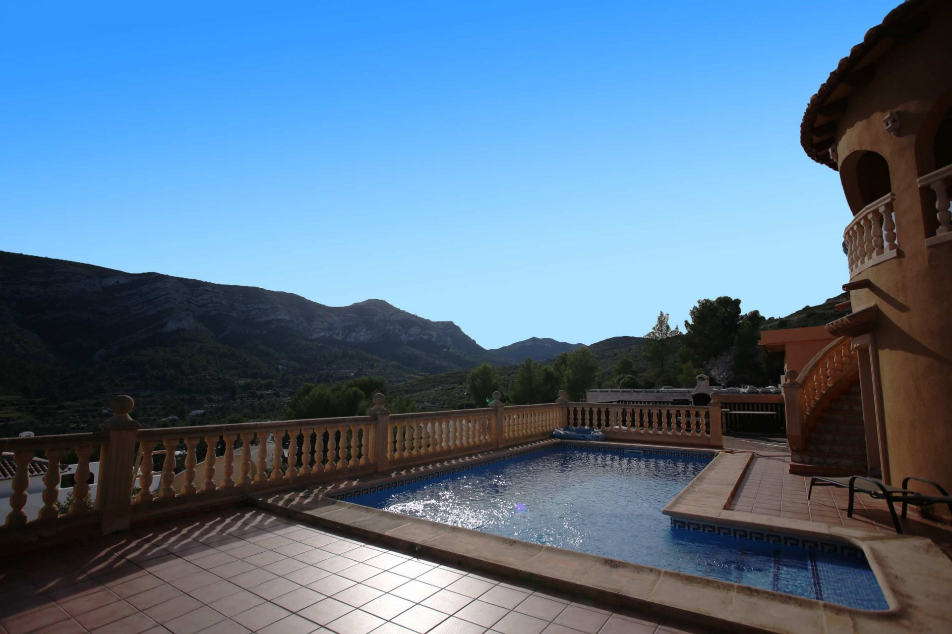 Spacious villa with stunning mountain views