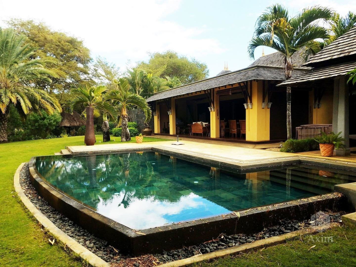 Mauritius - Luxury 4 bedroom villa on 4000m2 of land + Studio
