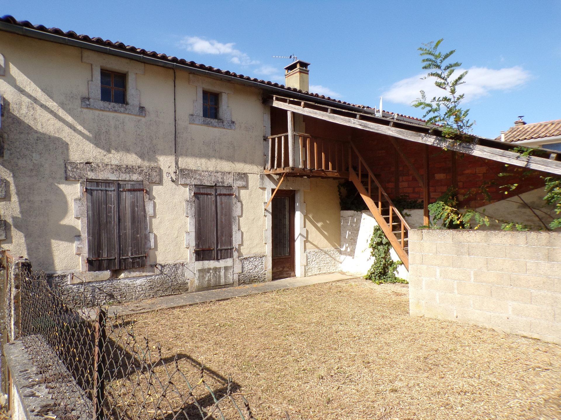 Village house 10mn from Ruffec