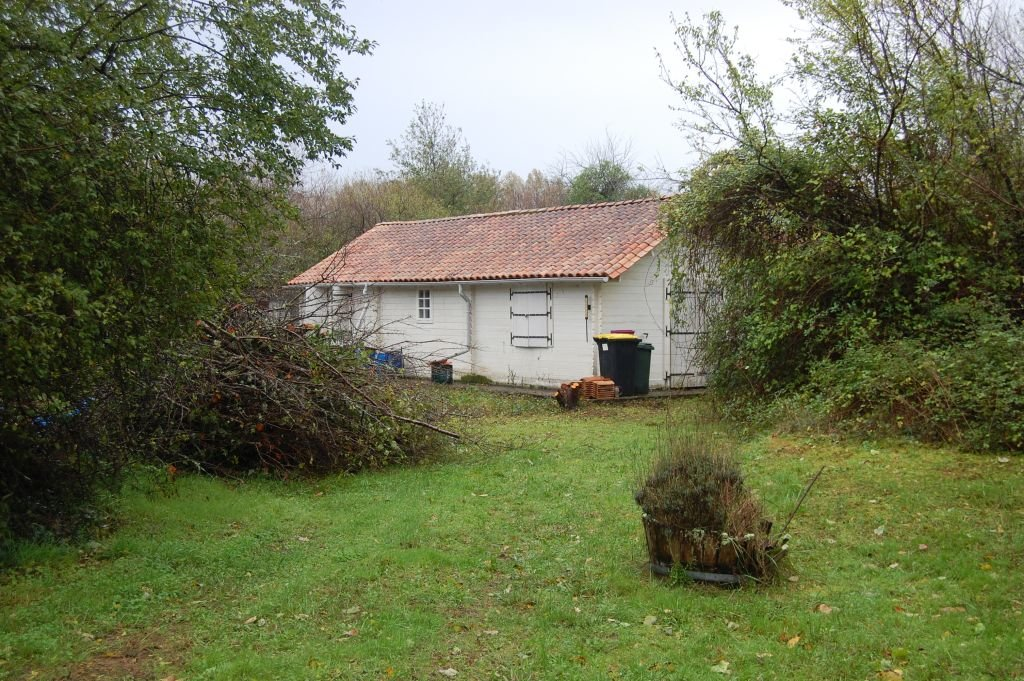 DORDOGNE - Bungalow to renovate on about 8.863 m2