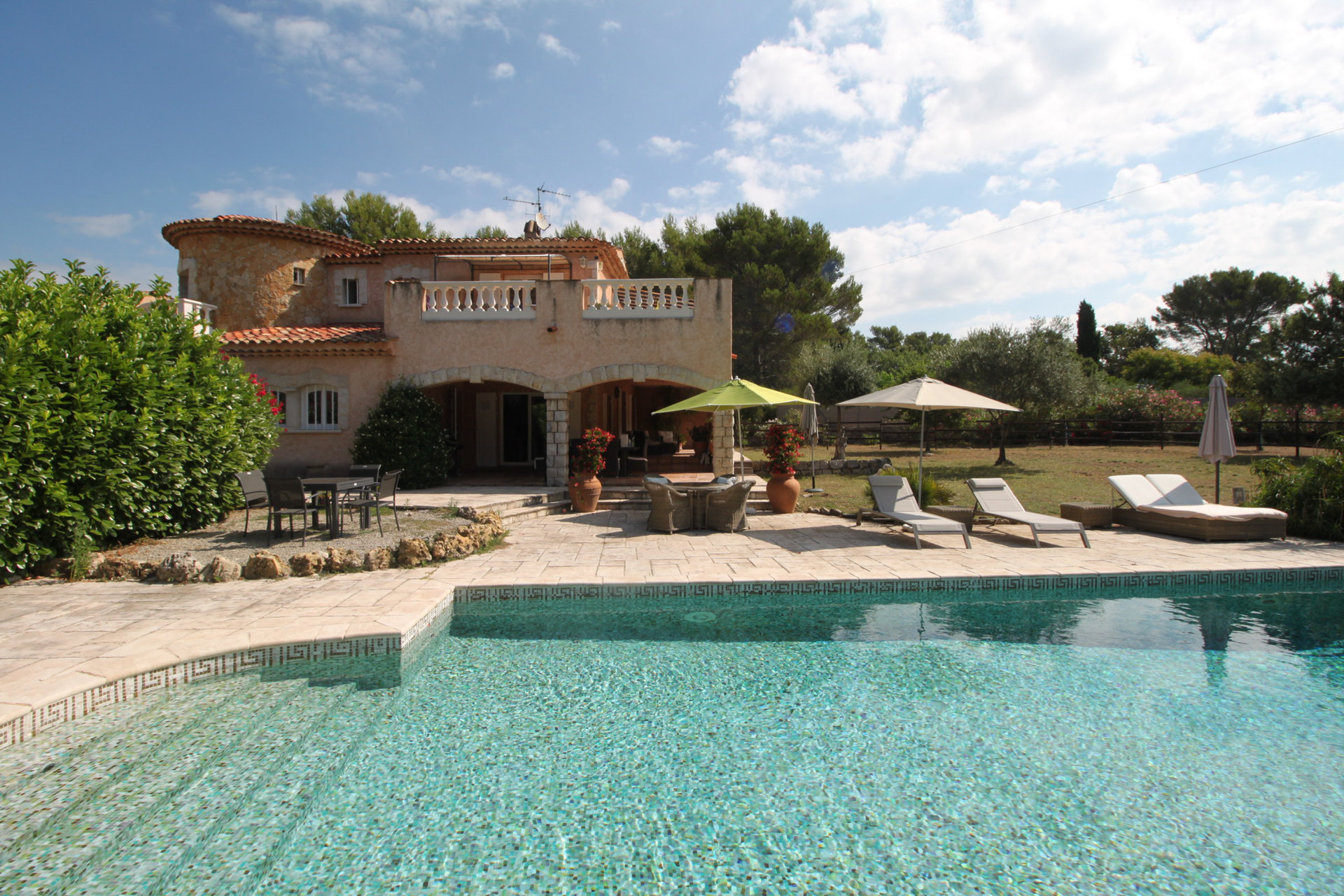 Caracter property with land, pool and tennis