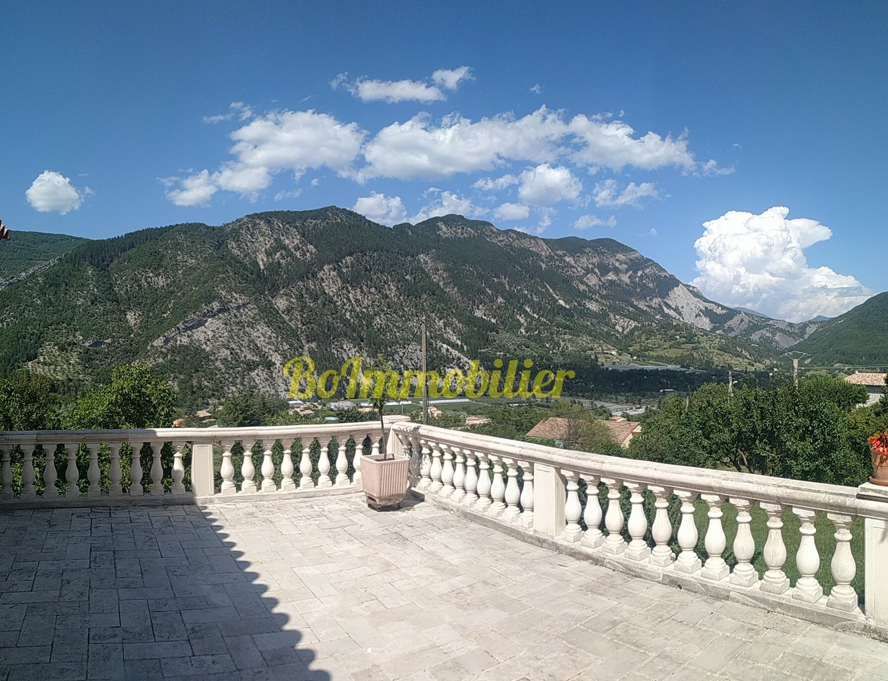 Magnifique villa de 160 m² + 2p ind de 35m² + terrain de 2000m²