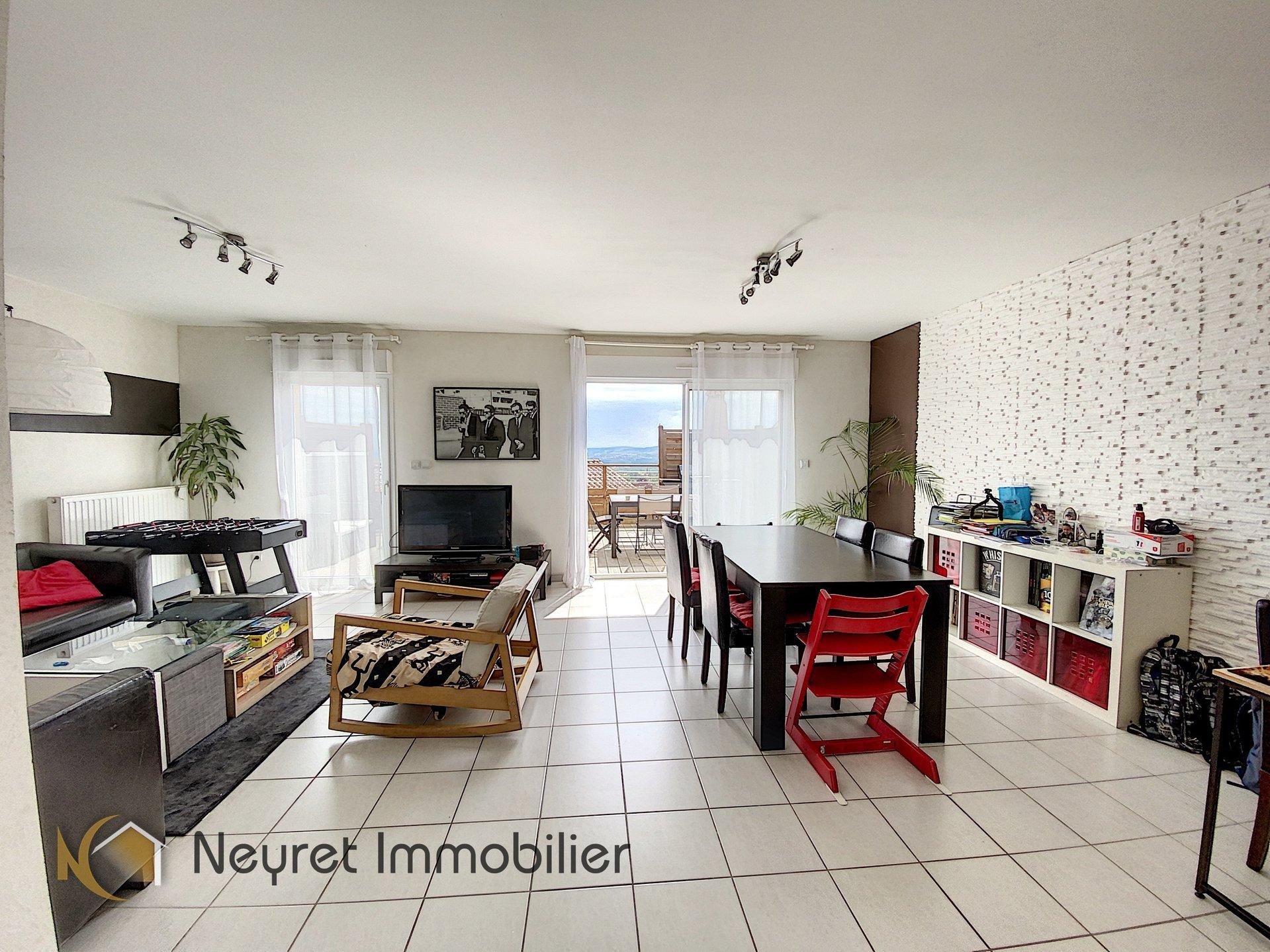 Maison de 2011, 111 m², proche du village
