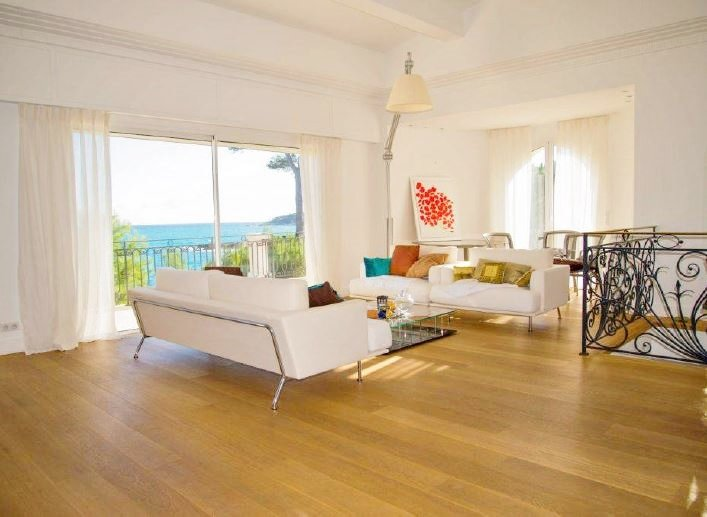EAST SIDE CAP D'ANTIBES, MODERN VILLA WITH A PANORAMIC SEA VIEW