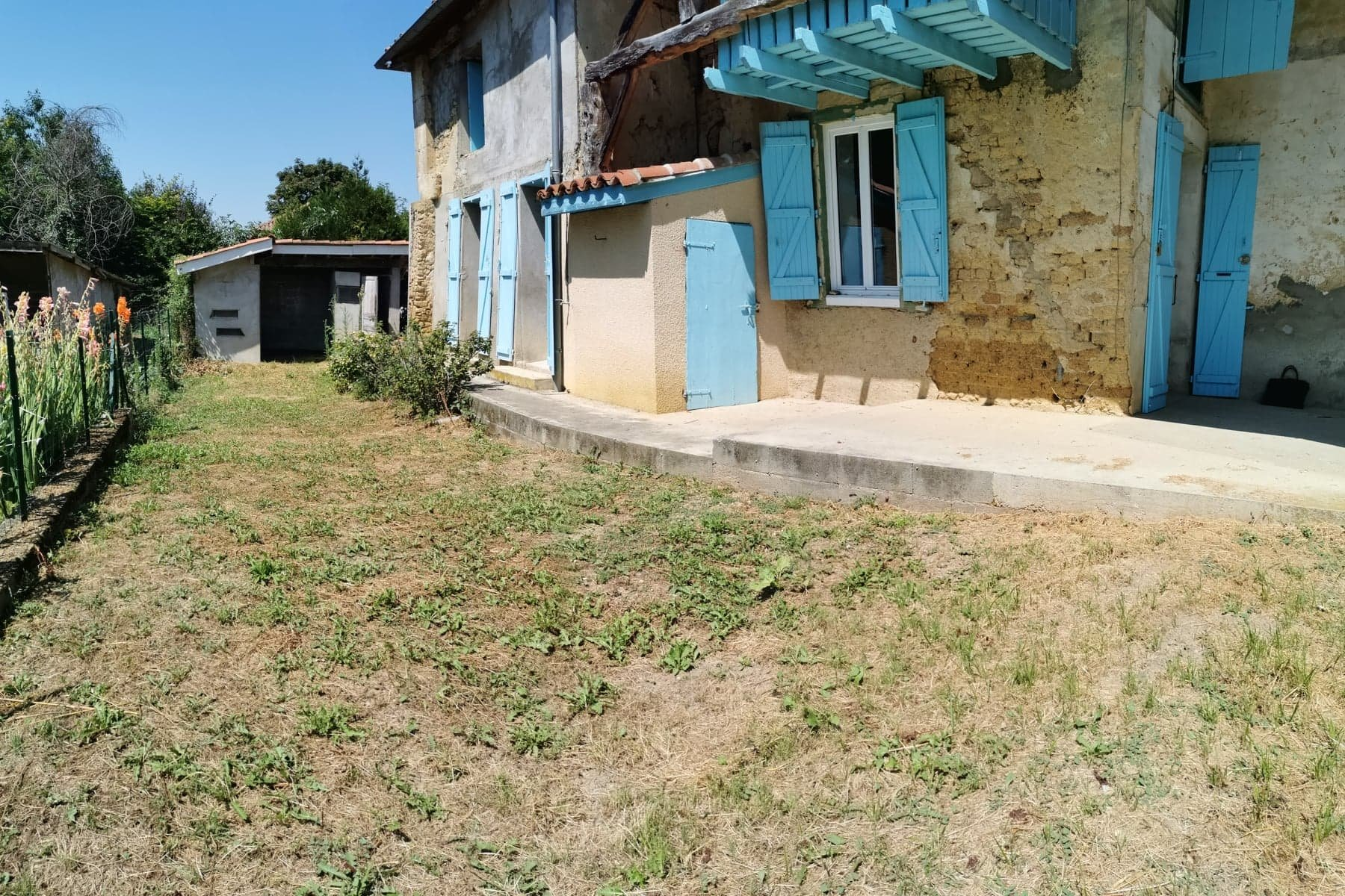 Real estate complex, two detached houses on a 3000 sqm lot