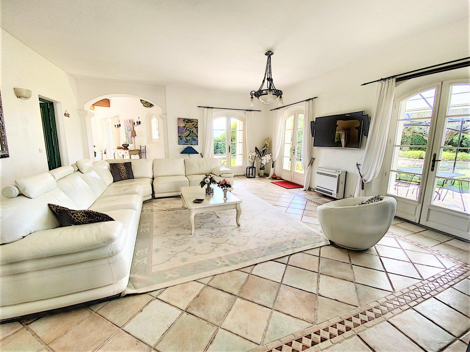 Villa met zeezicht en zwembad te koop in Grimaud, dichtbij strand