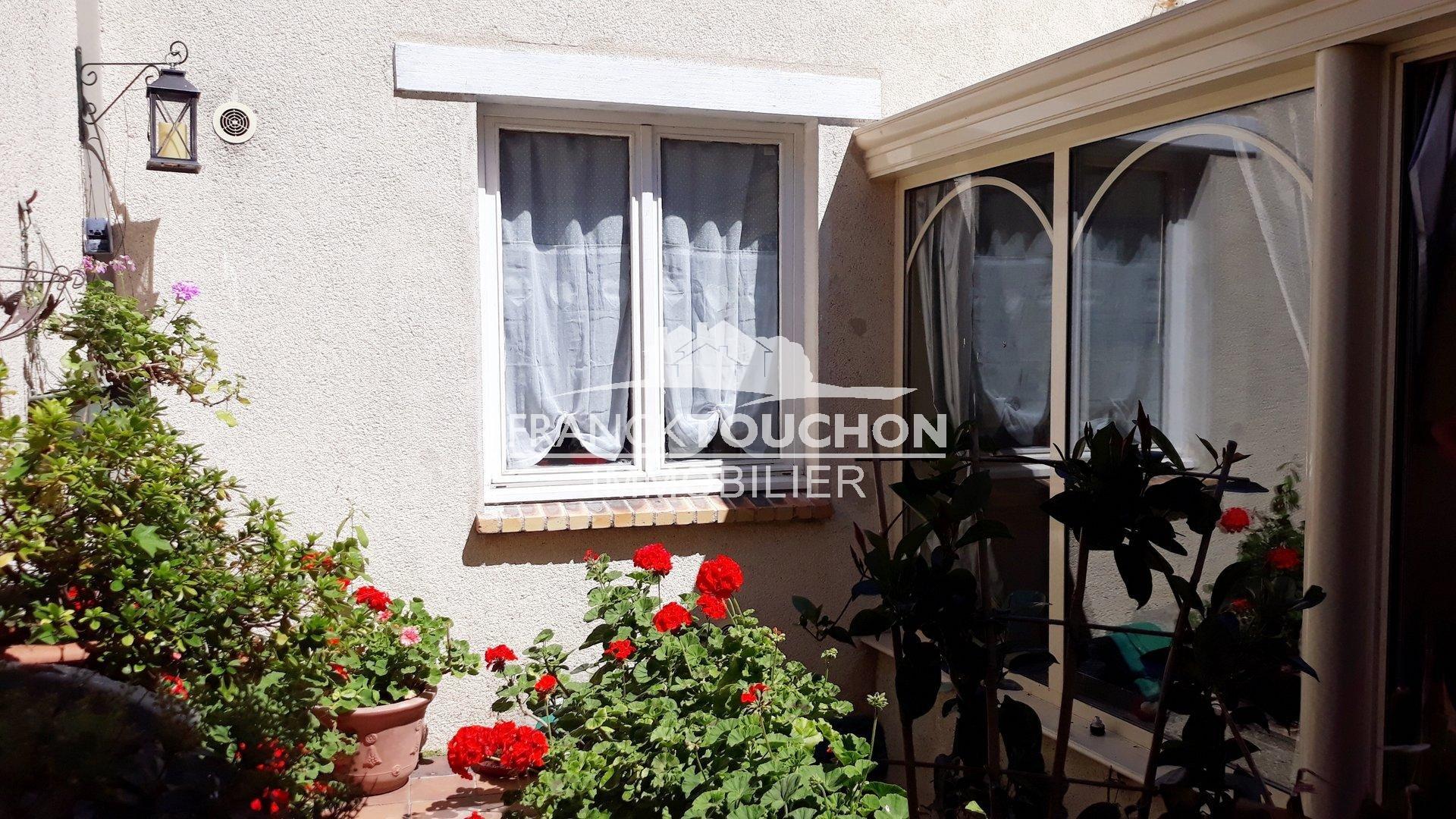 MAISON DE VILLE - NEMOURS (77140) proche centre - non inondable - 50 min de PARIS - 185 m² hab - jardin - dépendances - 5 chambres