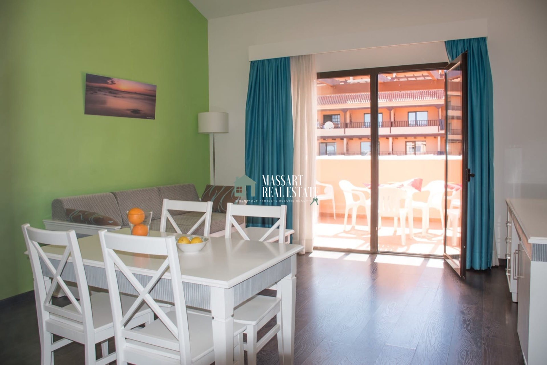 For sale in the residential complex Los Alisios, in the strategic area of Los Cristianos, 66 m2 penthouse characterized by its cozy style and its good state of preservation.