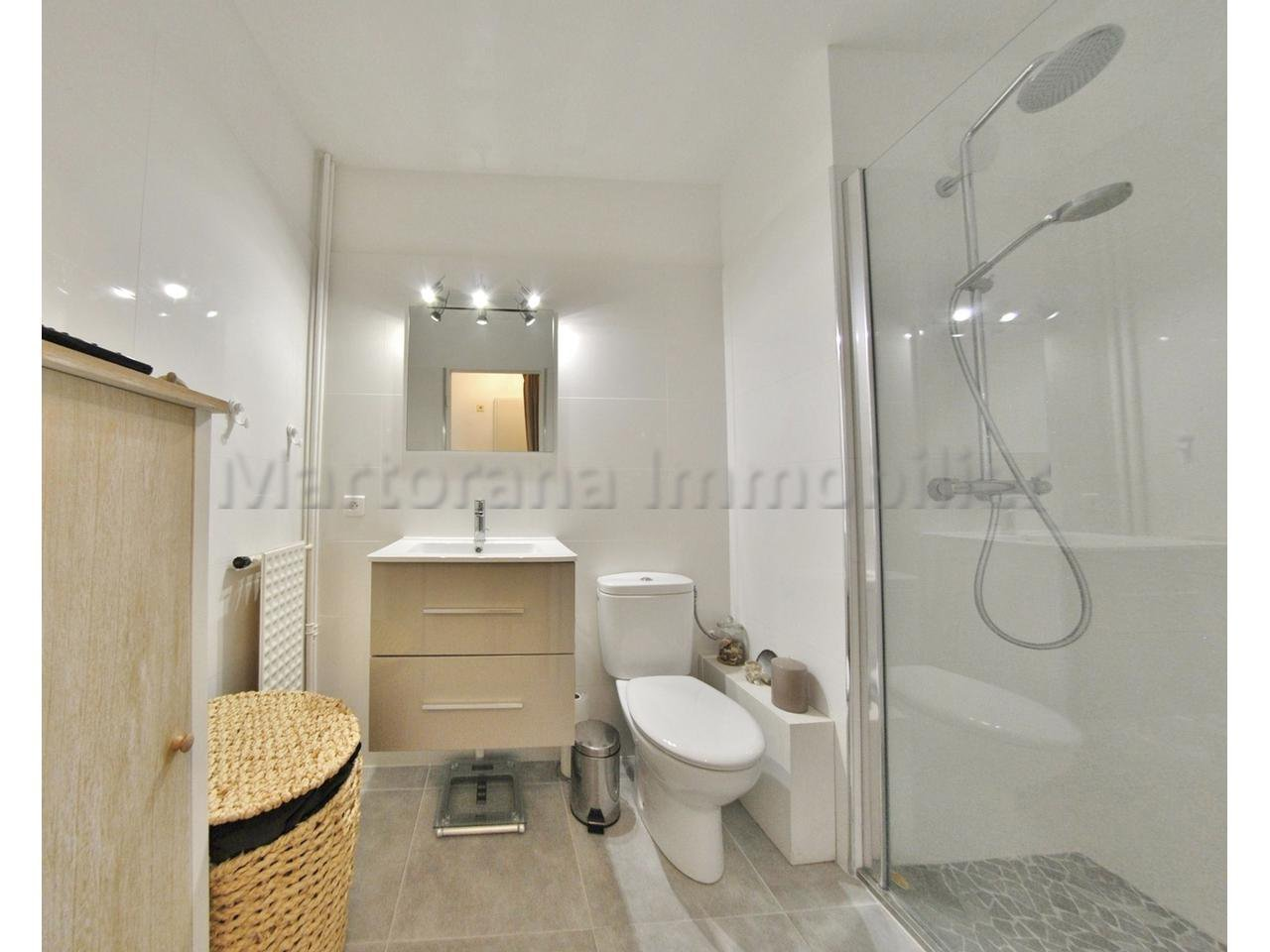 Rent ALL INCLUDED ! Nice furnished studio with terrace and swimmingpool to rent