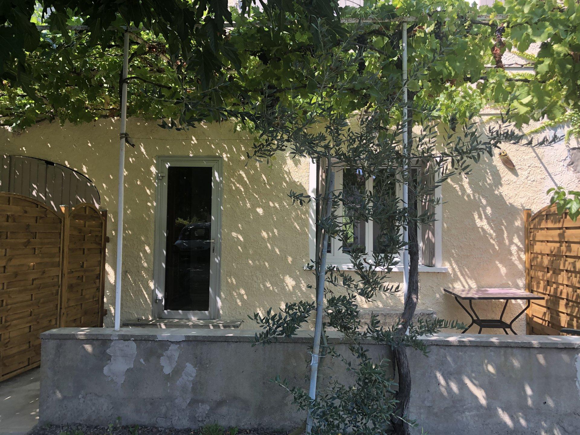 mas mitoyen rénové avec terrasse