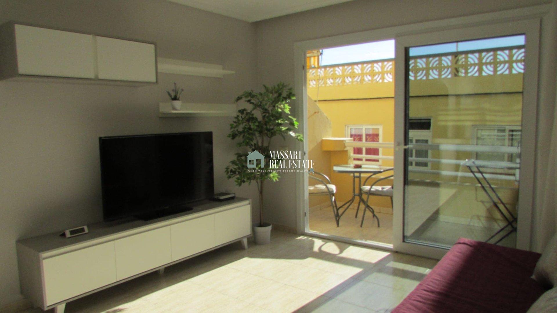 Komplett möblierte 50 m2 große Wohnung, die sich durch ihre strategische Lage auszeichnet.