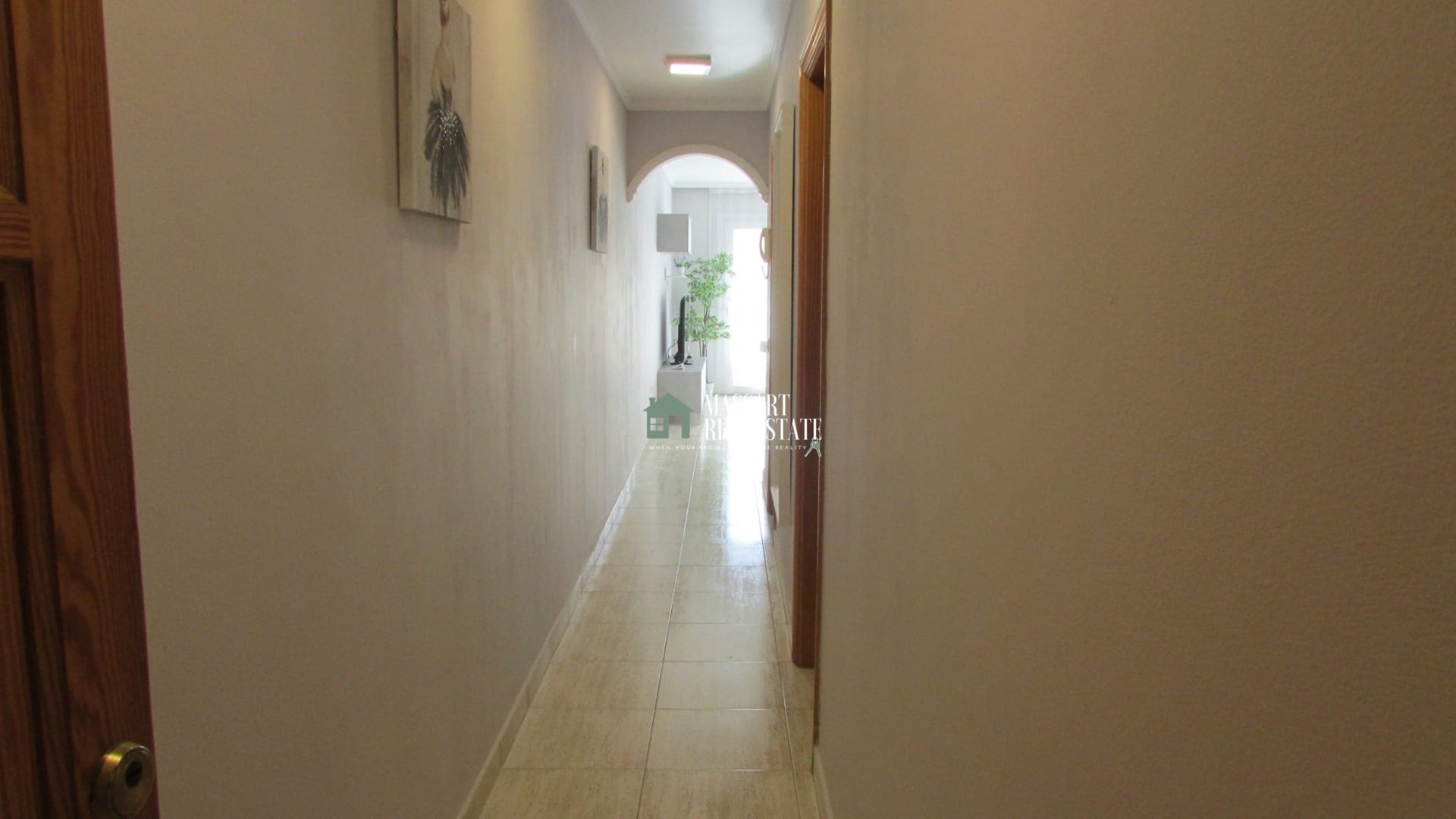 Fully furnished 50 m2 apartment characterized by its strategic location.