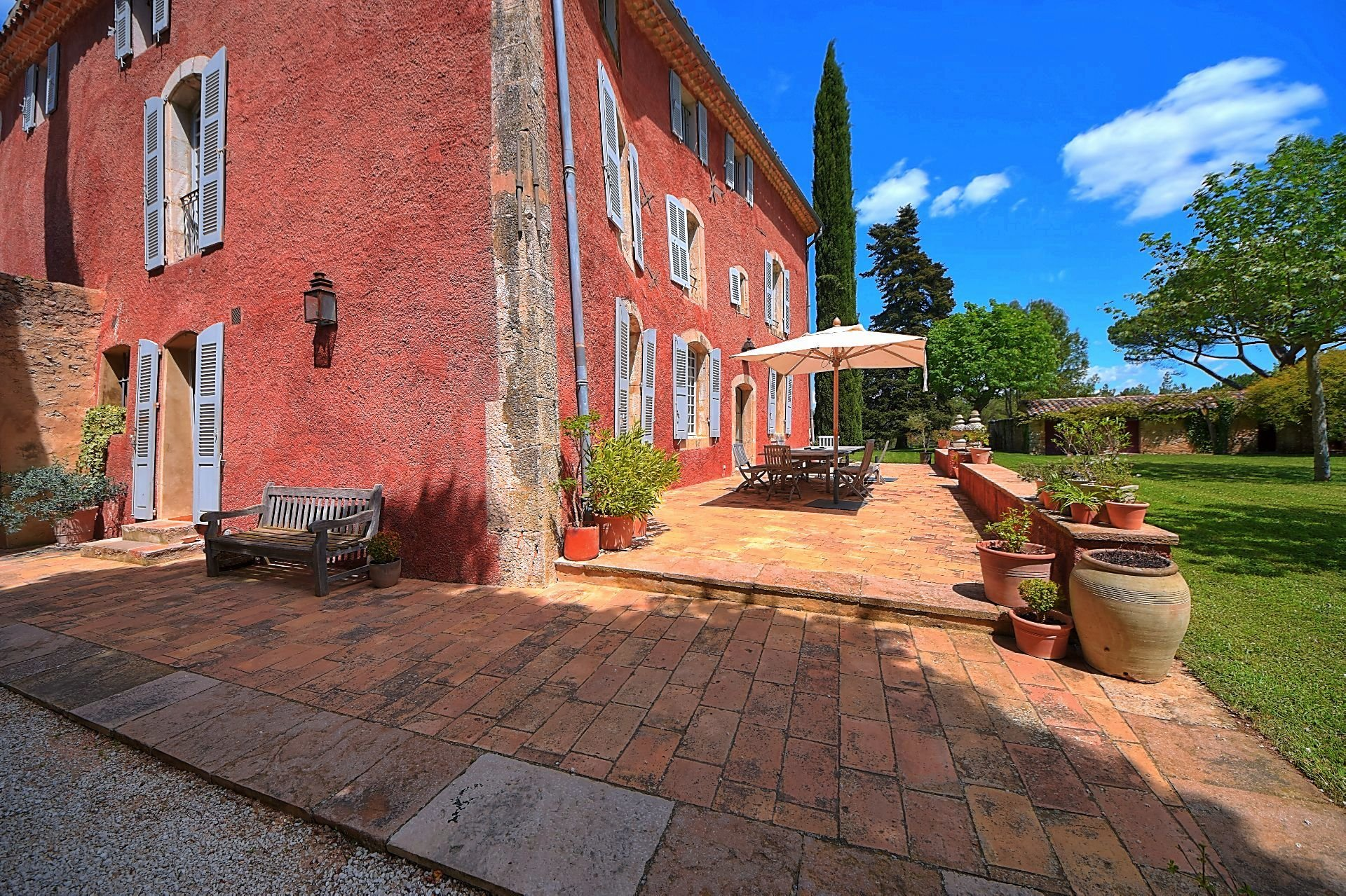 Superb historic property on 27 ha