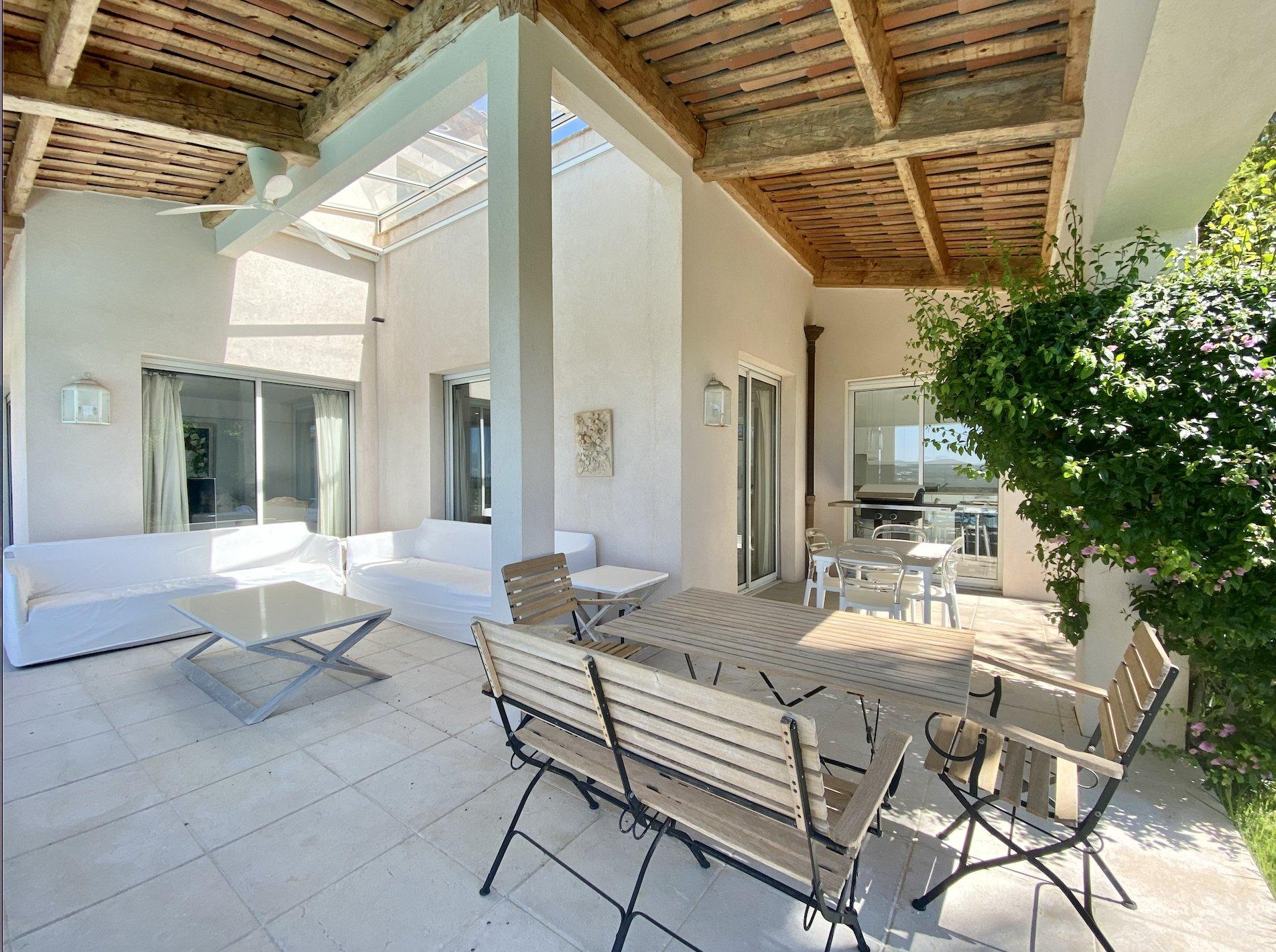 EXCLUSIVITE ! A louer meublée, trés belle villa