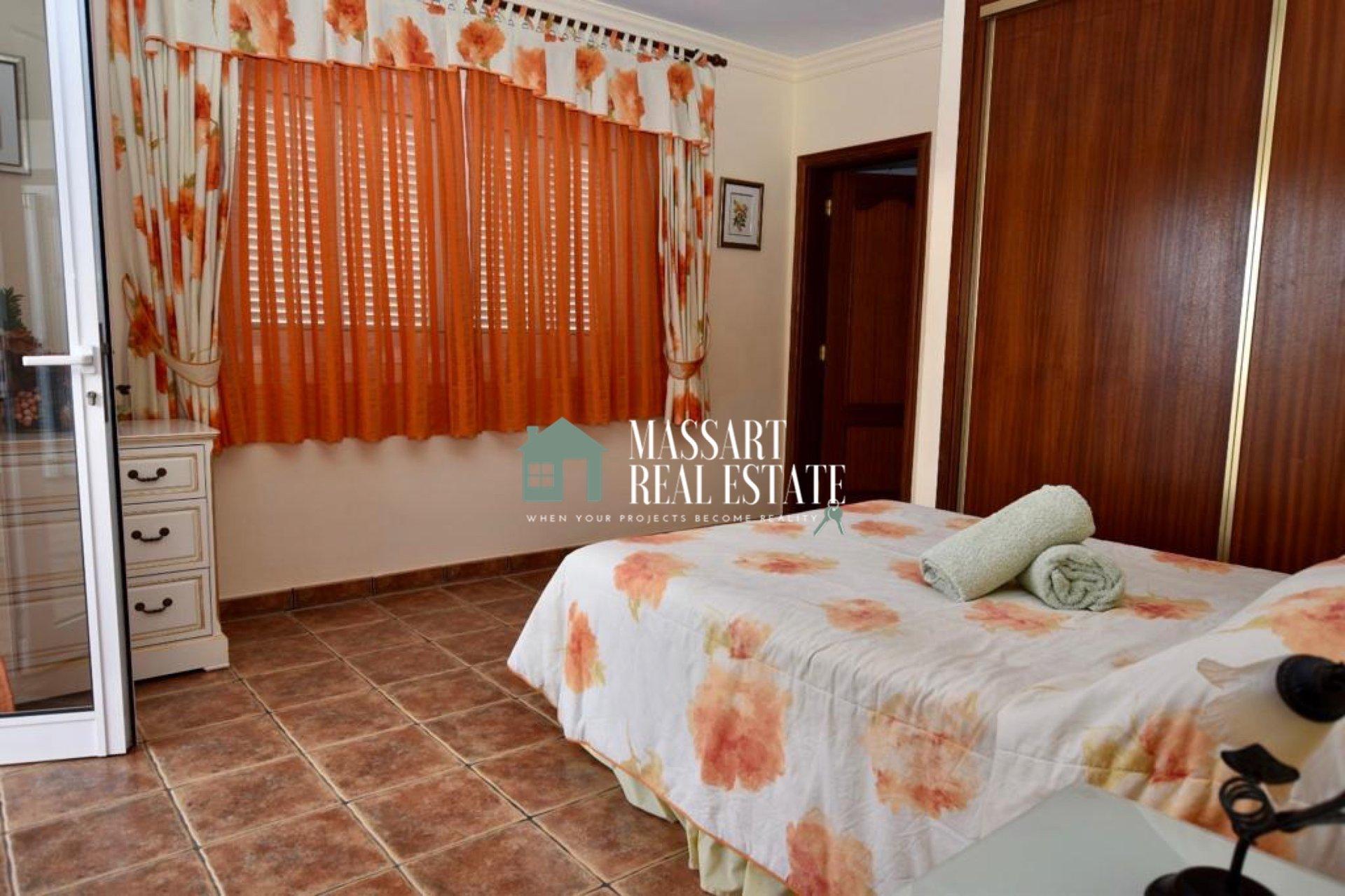 Magnífica villa de 305 m2 ubicada en Callao Salvaje caracterizada por ser sinónimo de FELICIDAD, COMODIDAD Y PRIVACIDAD.