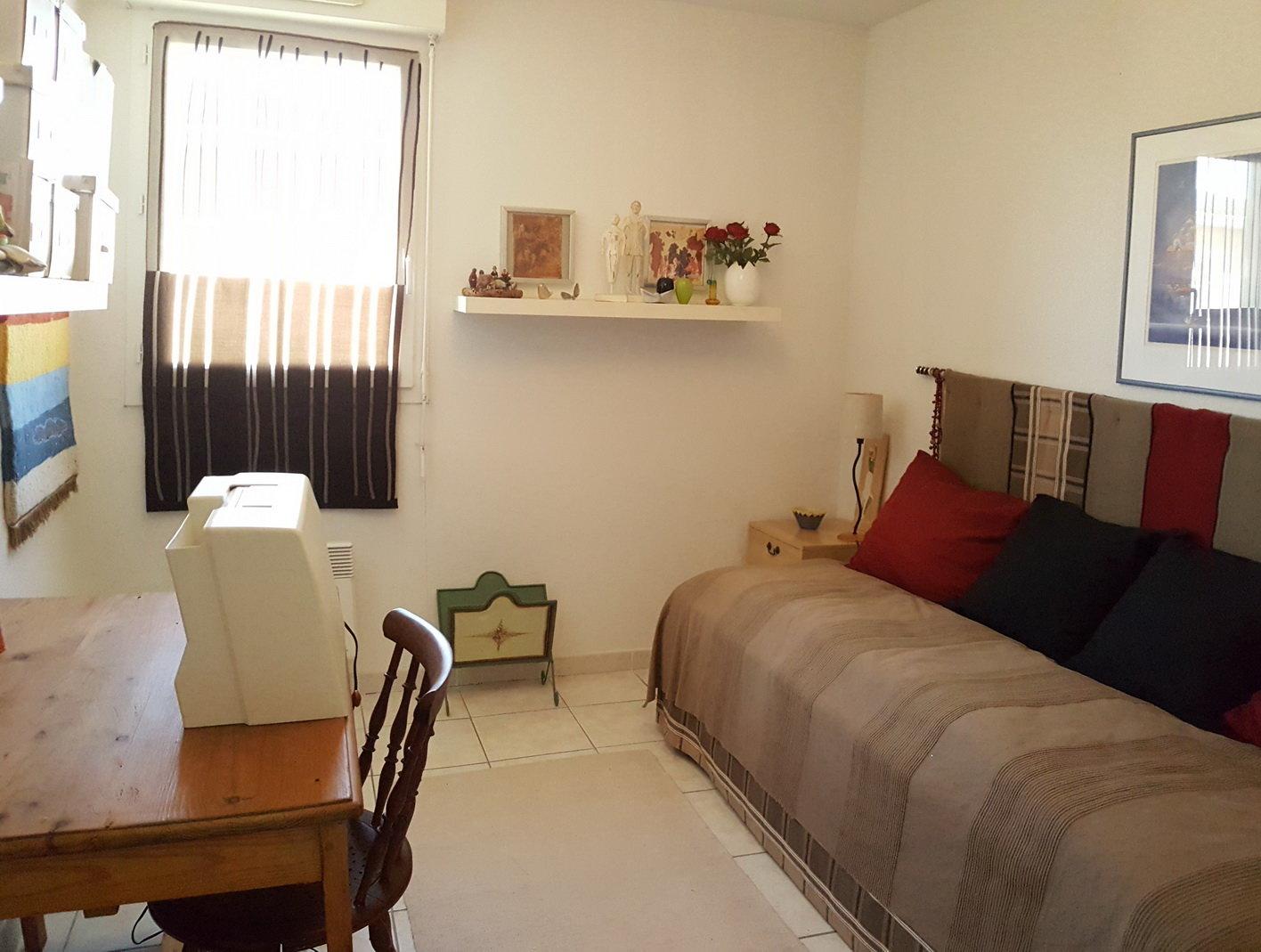 Trerumslägenhet med terrass och 2 P-platser