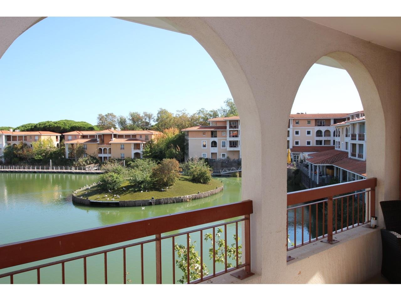 Lovely 2 room apartment in residence with pool, tennis courts, and park