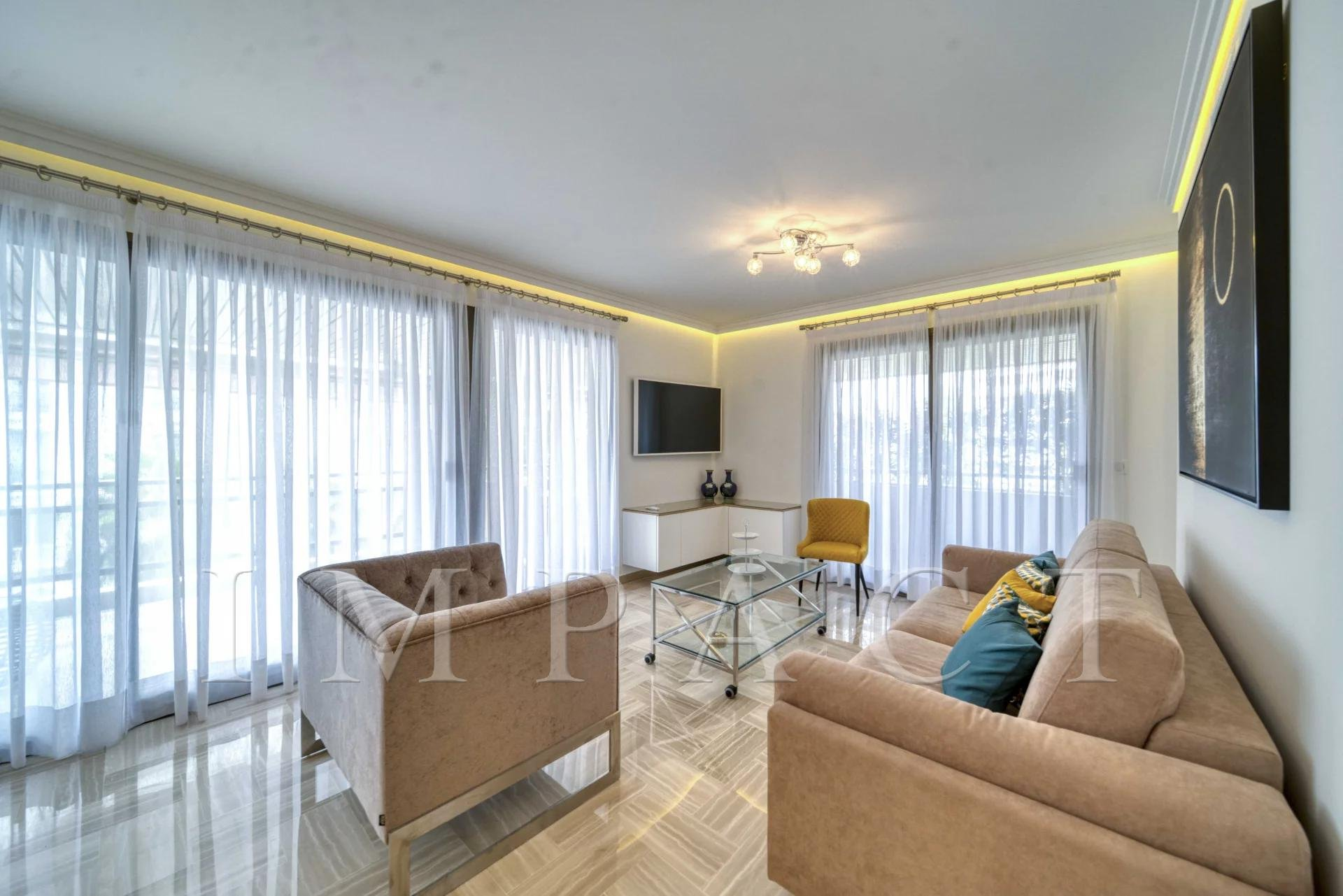 Superb 2 bedrooms apartment to rent, Cannes center