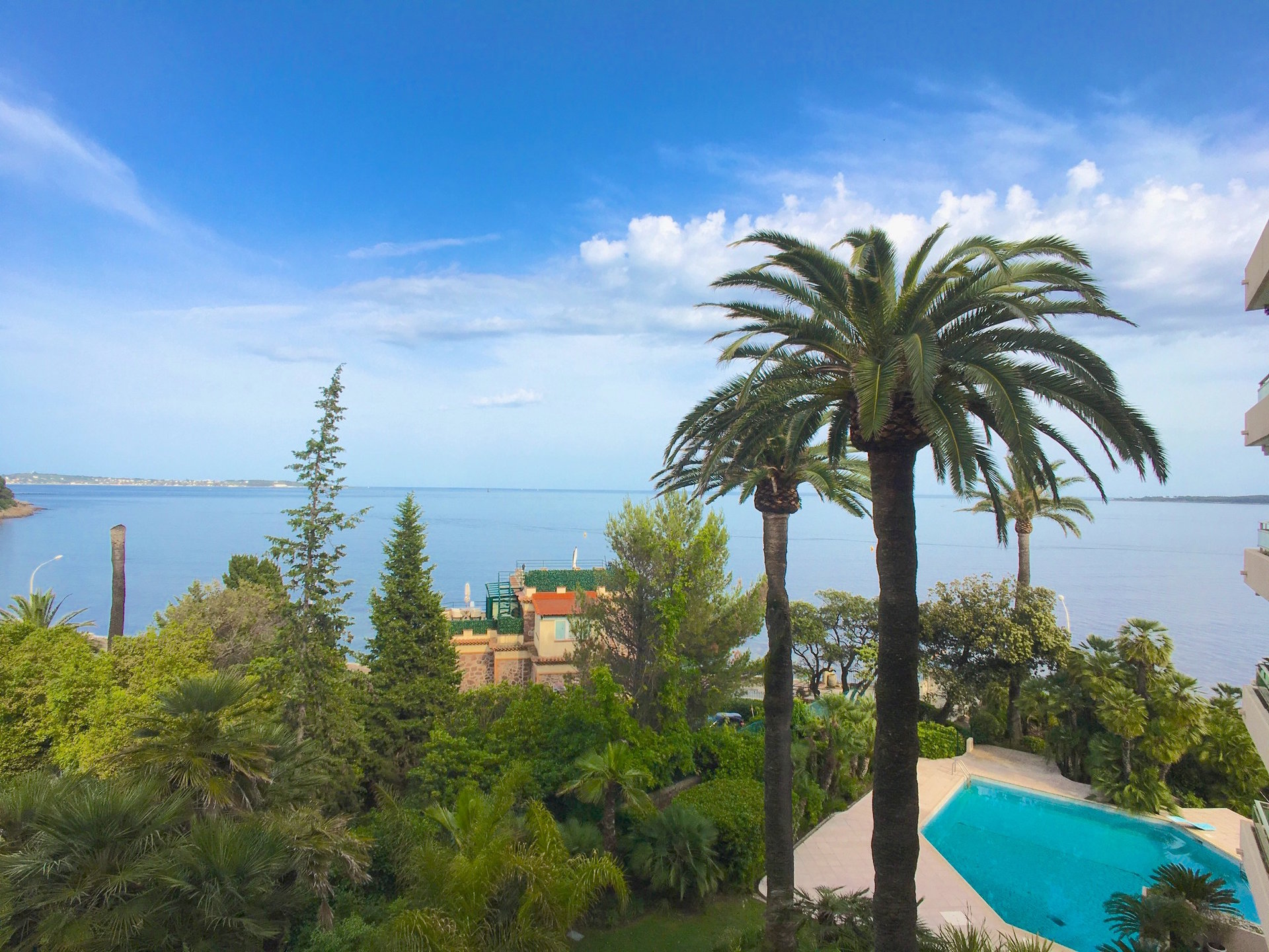 Cannes Palm Beach 1-bedroom apartment Sea view and Parking area