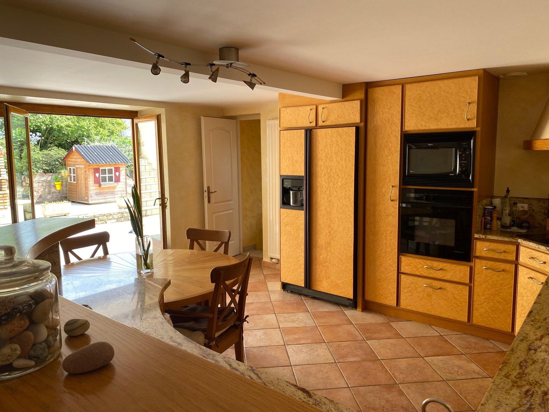 Sale House - Poule-les-Écharmeaux