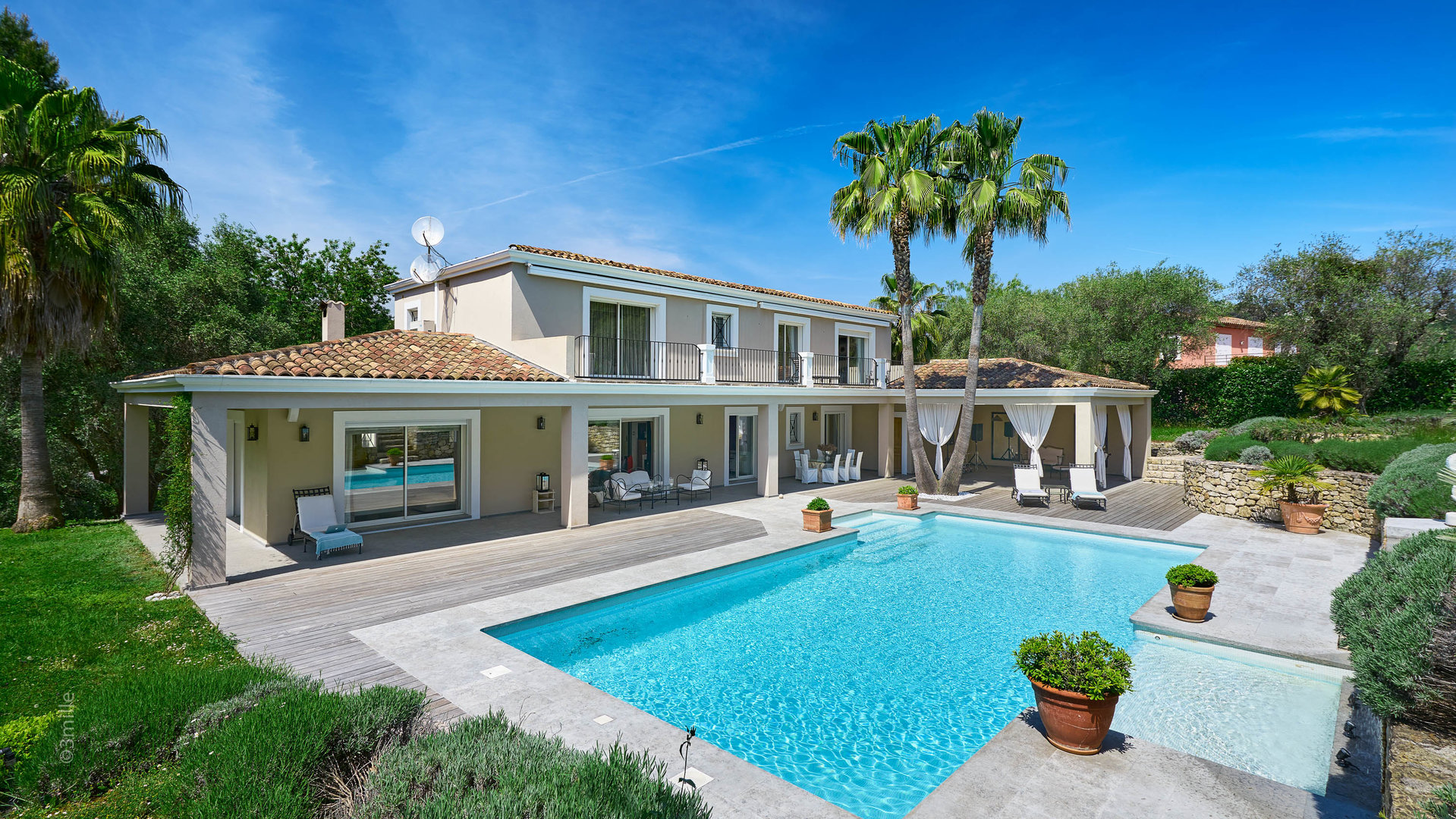 Beautiful recent villa with pool in secure domain in Mougins