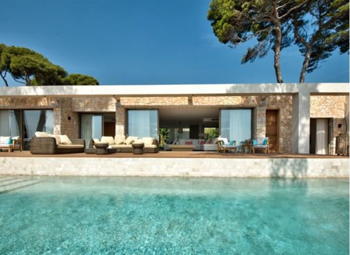 CONTEMPORARY VILLA WITH PANORAMIC SEA VIEW