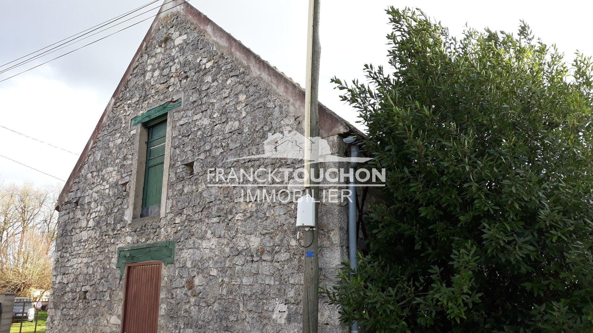BELLE GRANGE de 60 m² au sol - SOUPPES S/ LOING (77460) à 1h de PARIS - terrain de 1473 m² - proche de toutes les commodités