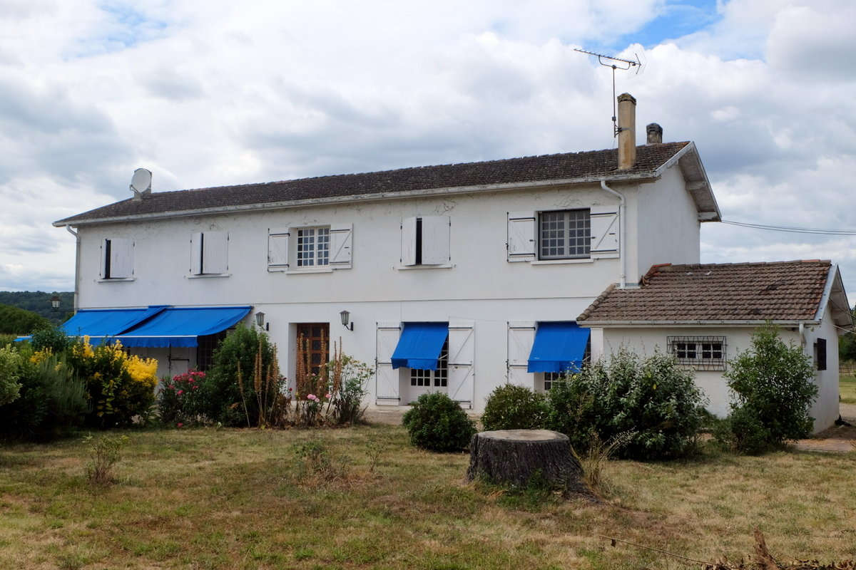 Spacious Country house with excellent equestrian facilities and a detached gite