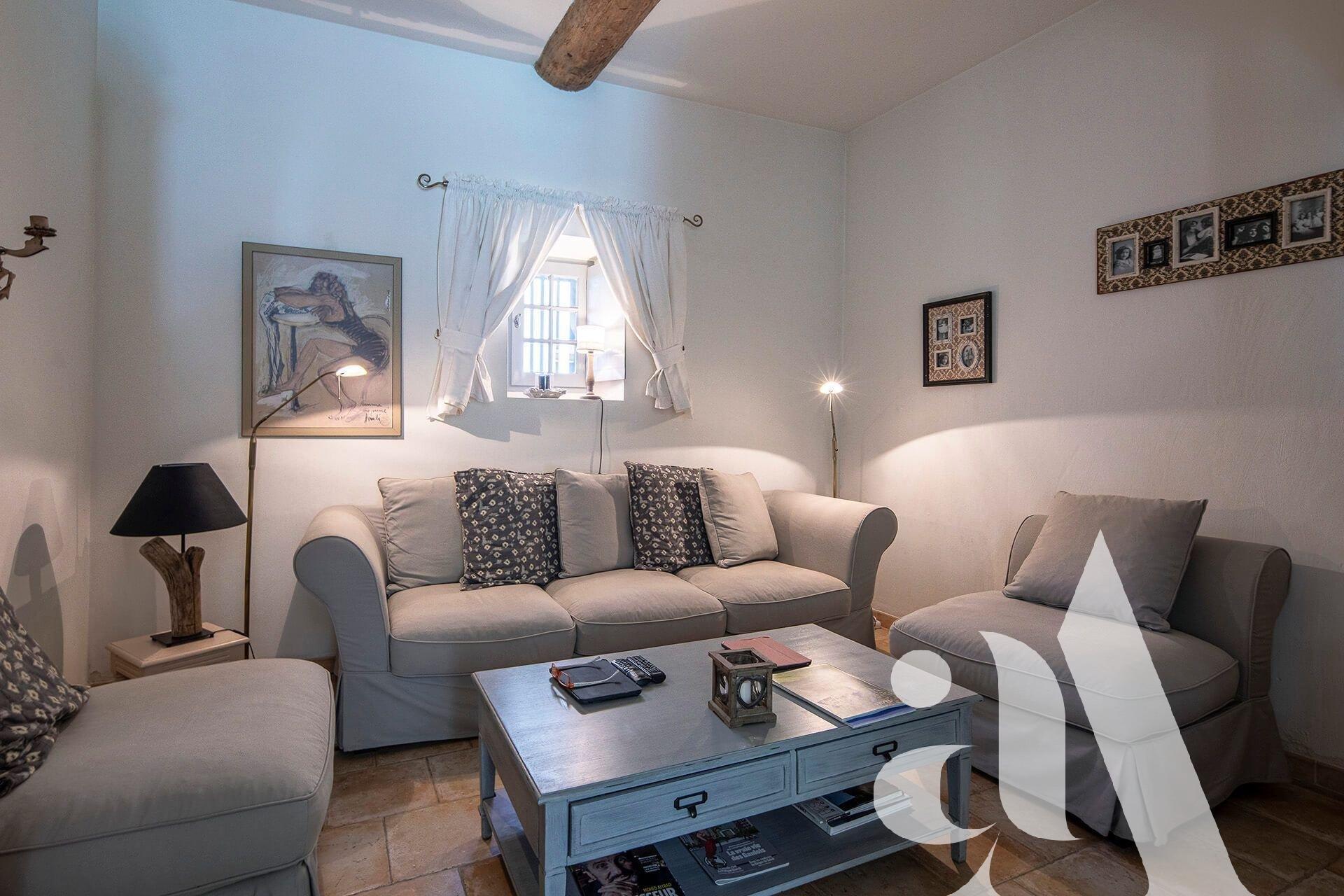 MAISON  VOLETS BLEUS - MAILLANE - ALPILLES - 3 chambres - 6 personnes