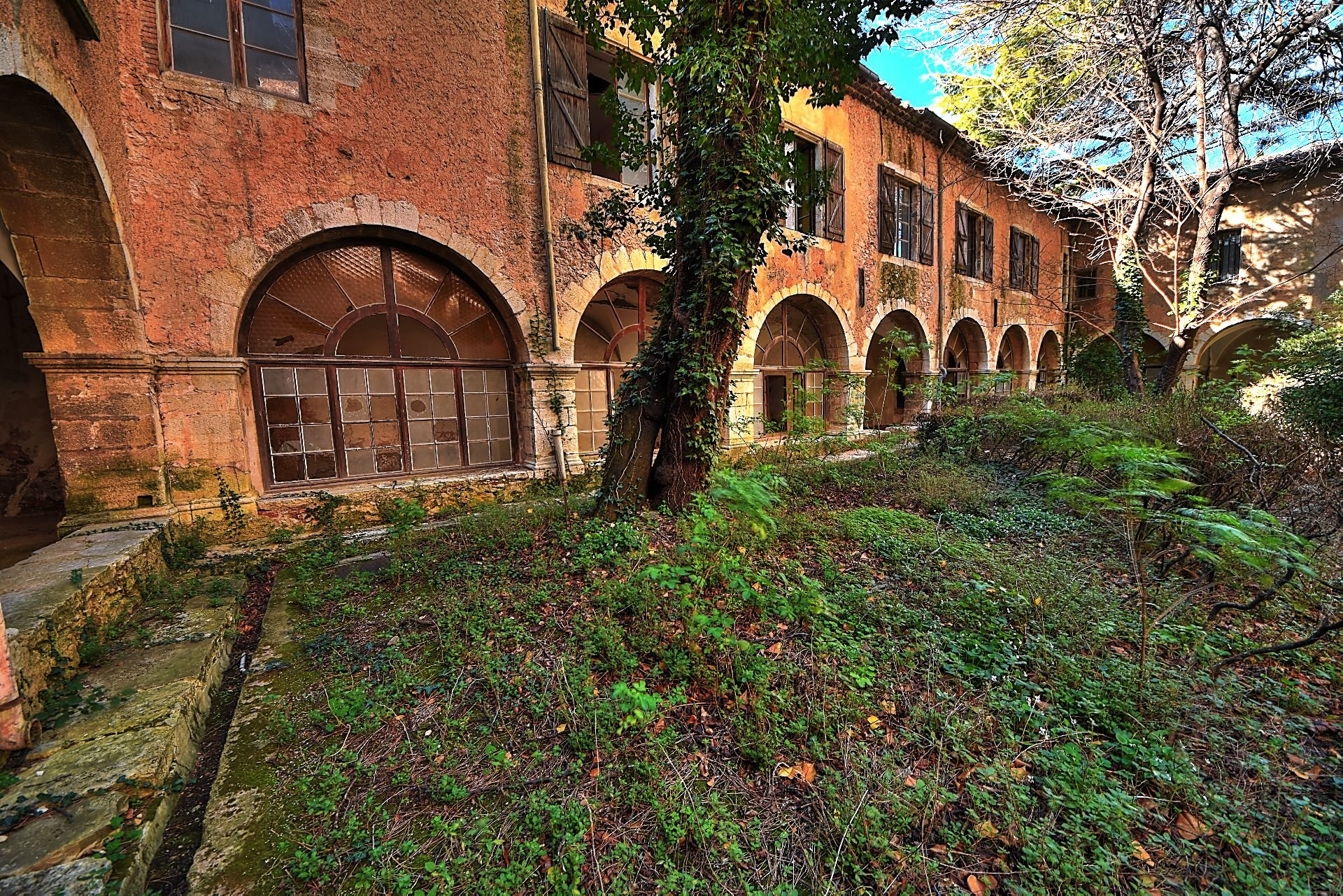 Old convent with interior courtyard - Charm and authenticity - Aups Var Verdon
