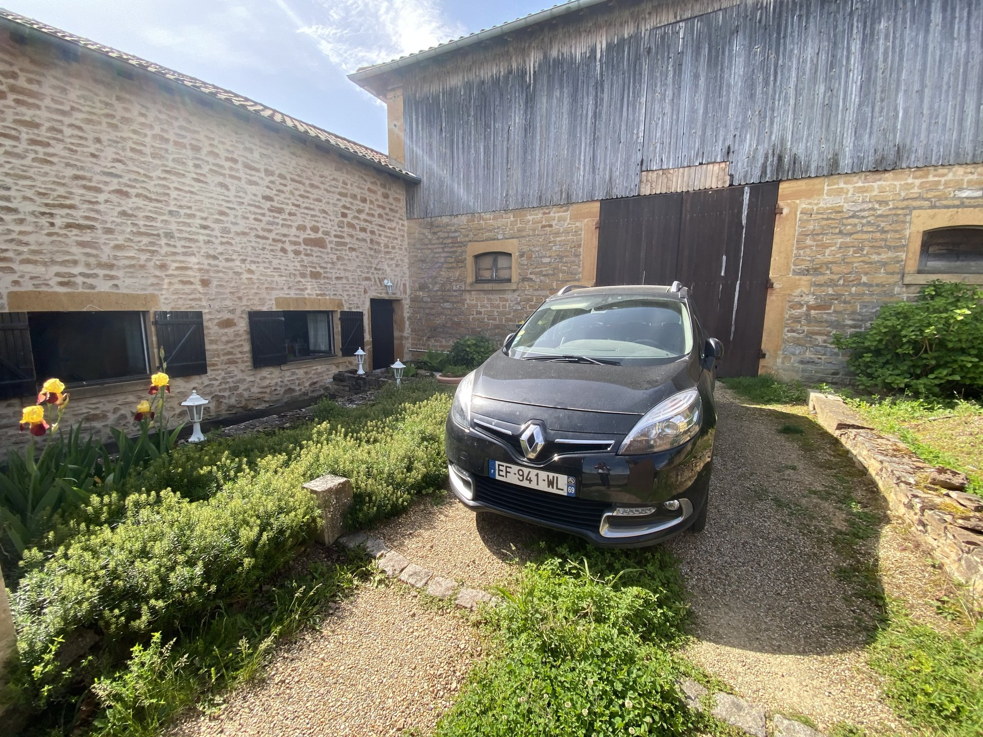 Sale Barn - Lachassagne