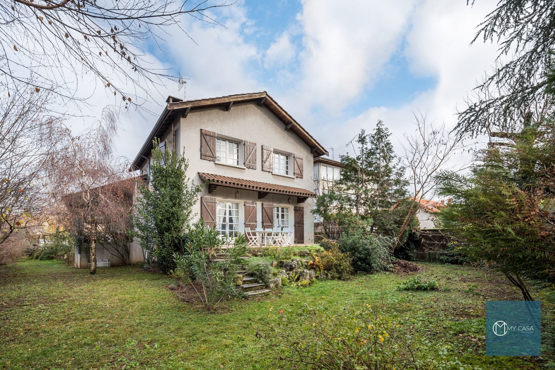 BRON - Maison de Charme de 200 m2 - Parcelle  828m2