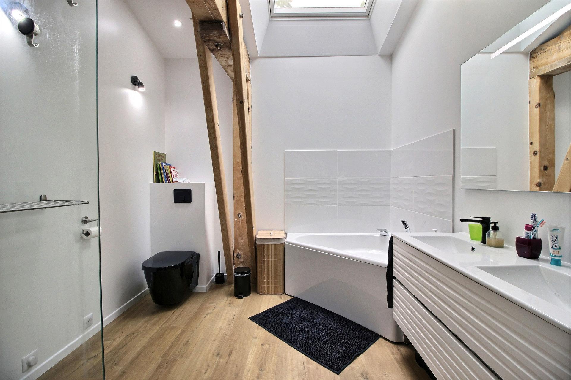 Busca - T5 de 126 m² avec garage.
