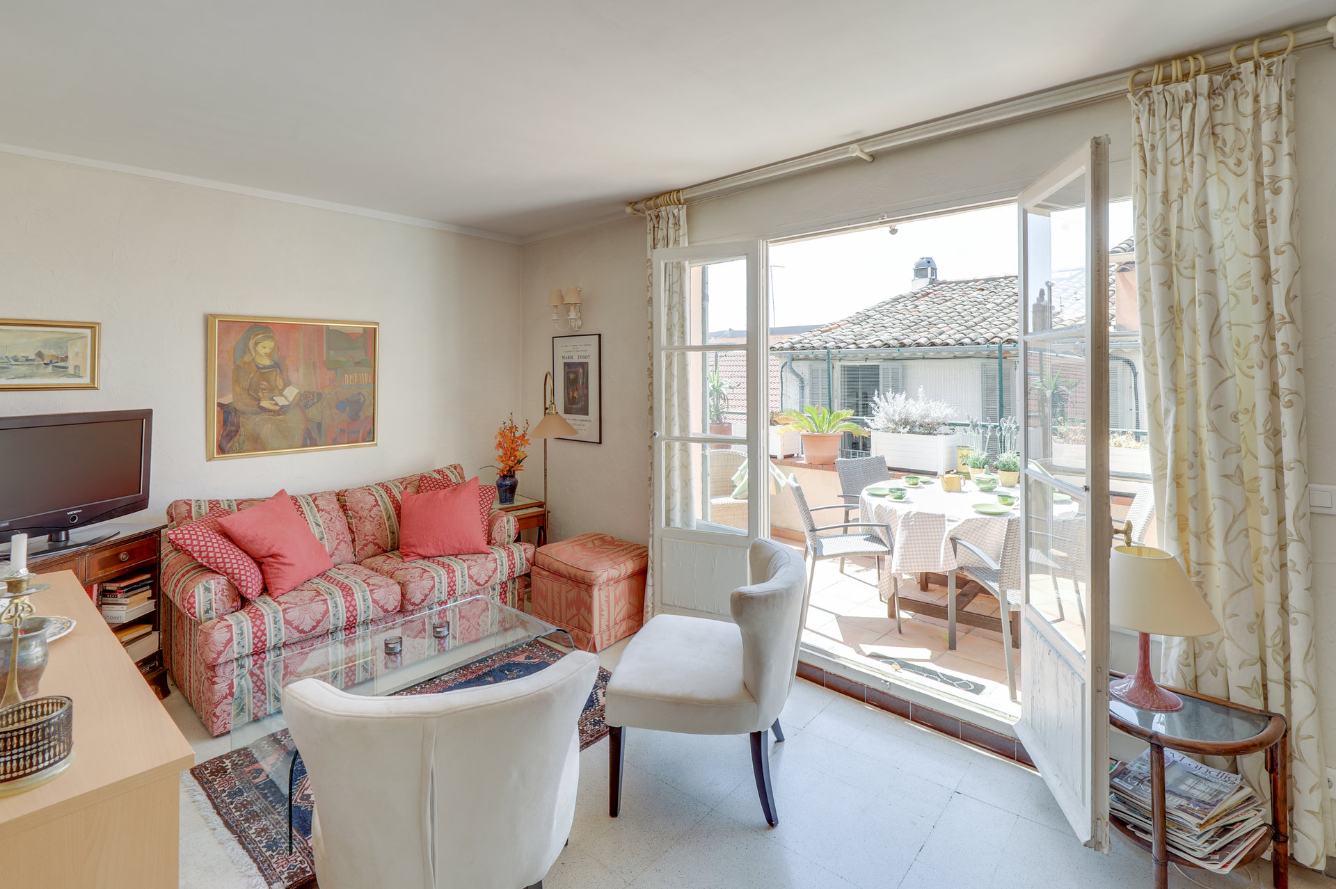 SOLE AGENT - in the old Vence - an very charming top floor with terrace