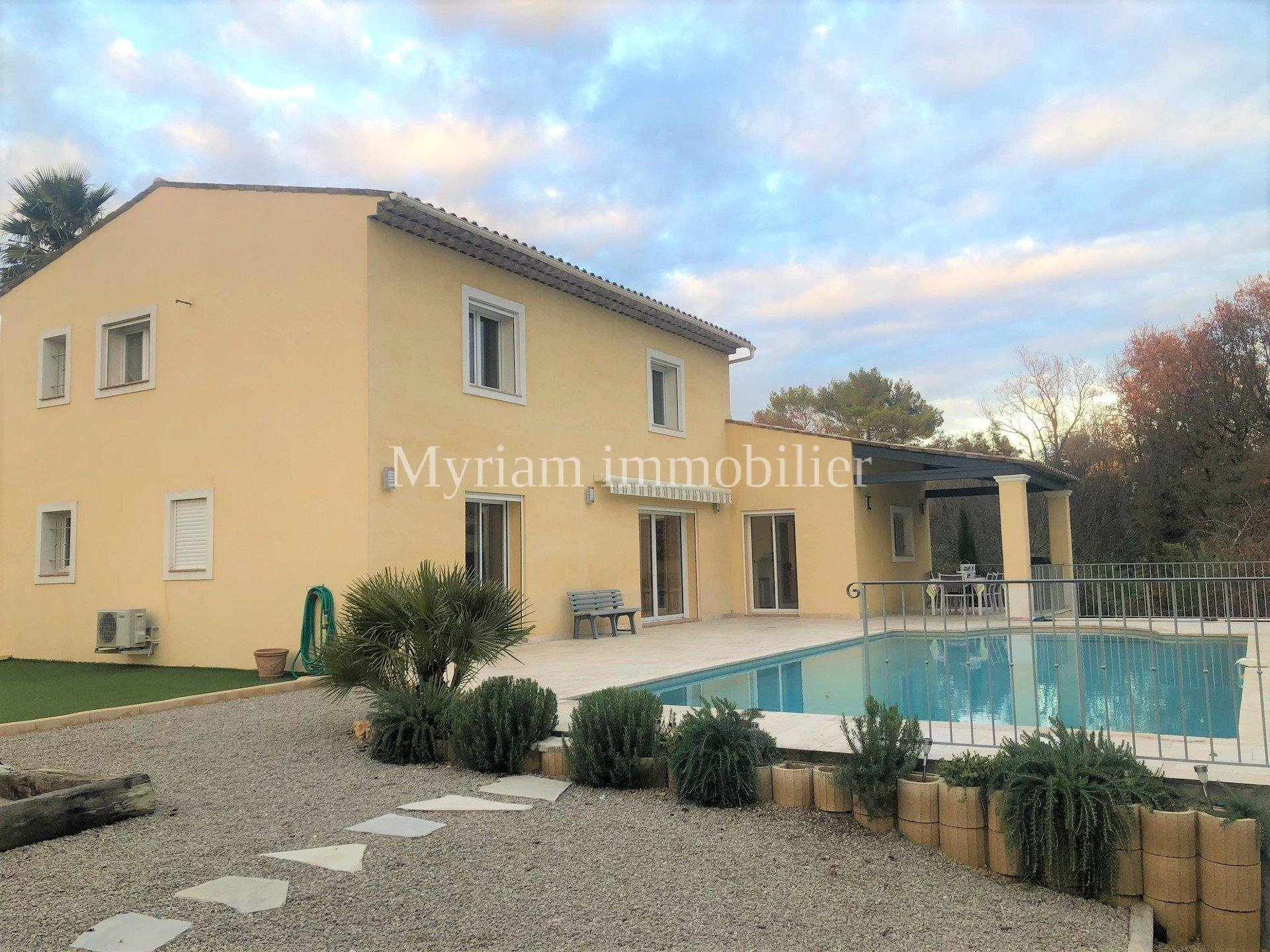Charming property, swimming pool, near shops in PEYMEINADE