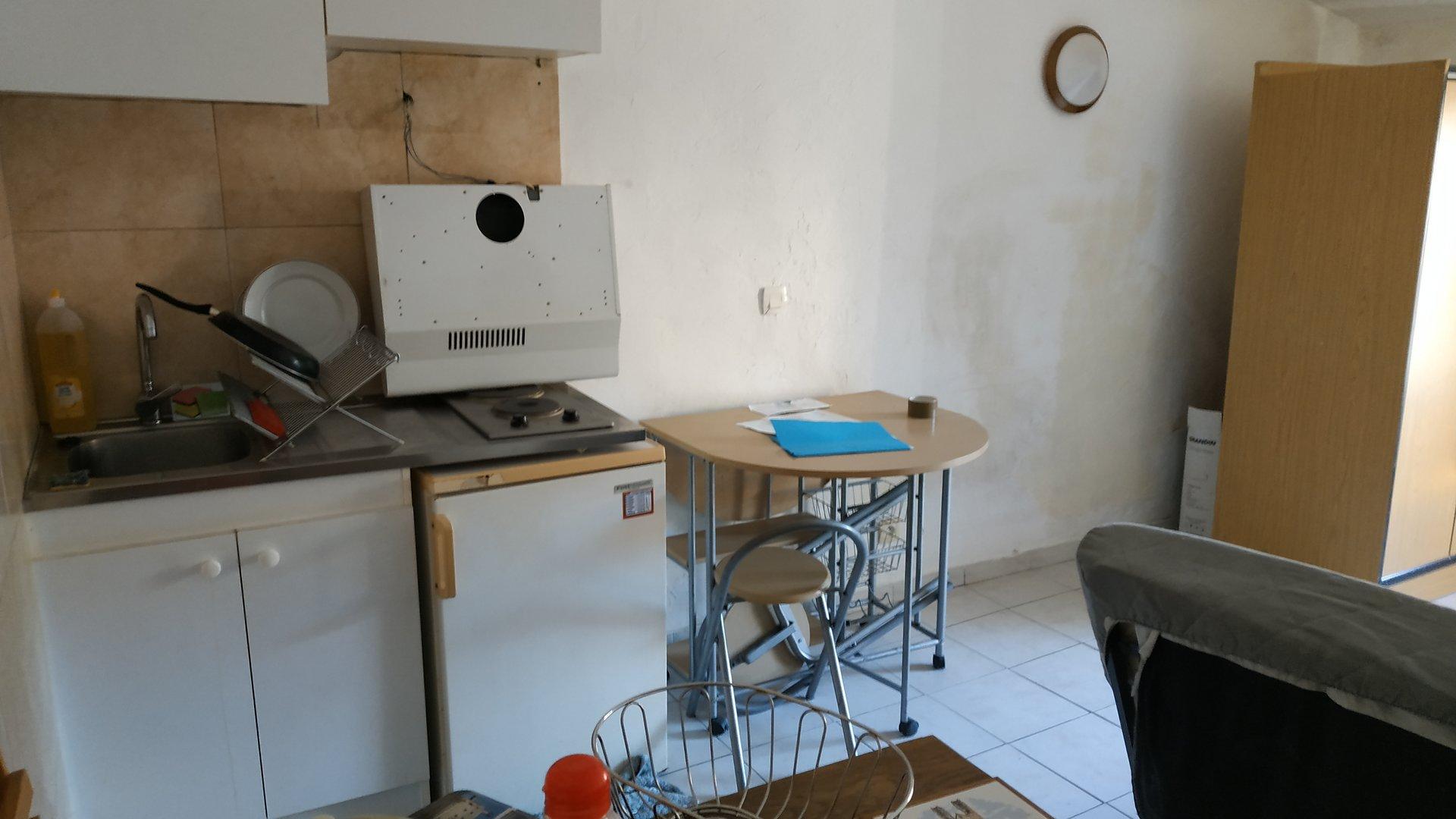 Vieux Vallauris studio de 23m² en dernier étage à rénover