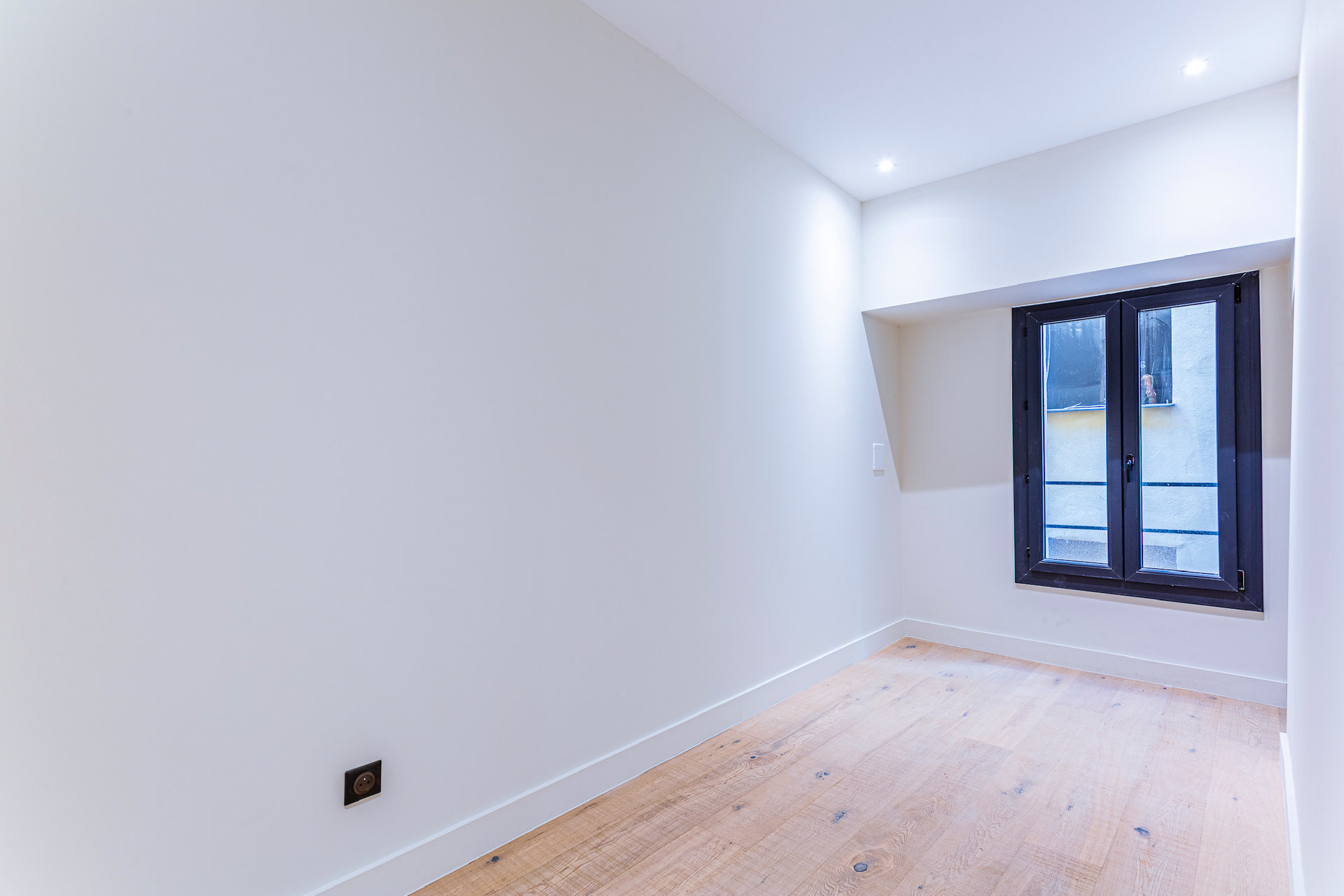 Nice-Old Town- 2 Bedroom-Renovated