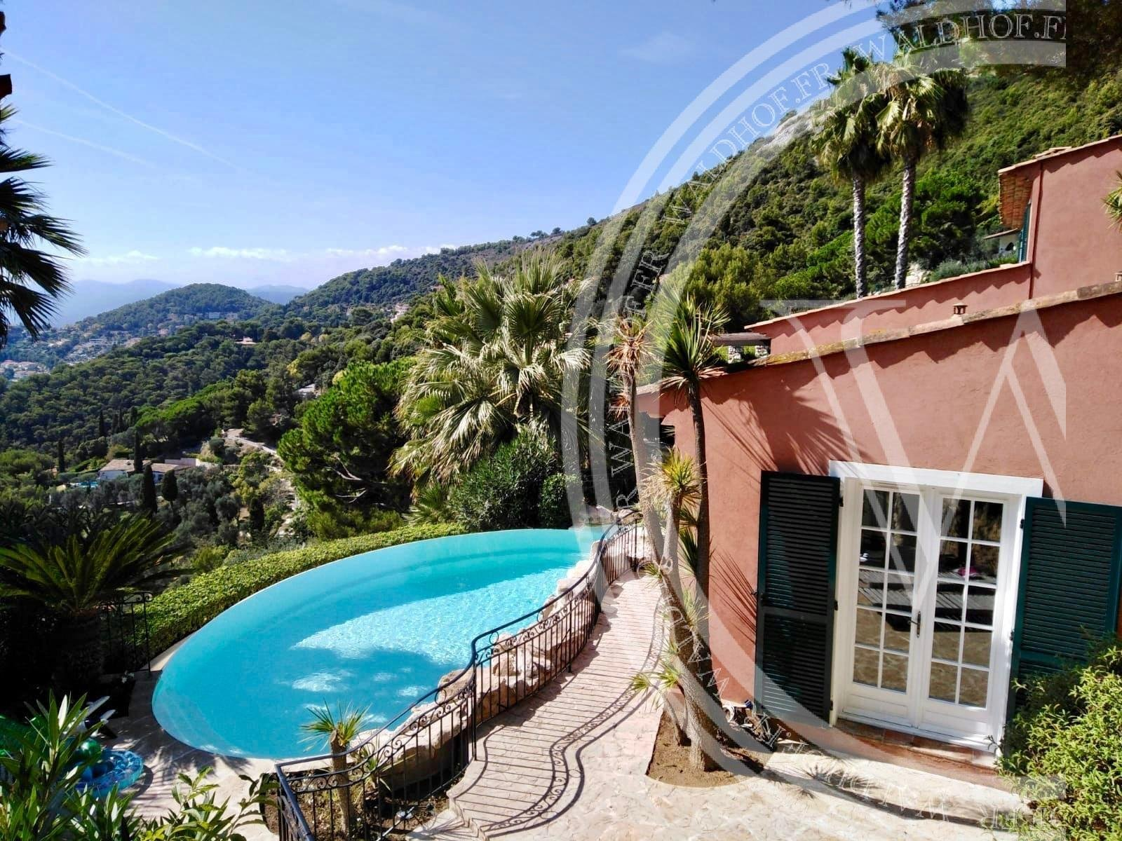 Provencal villa in a private domaine of Eze