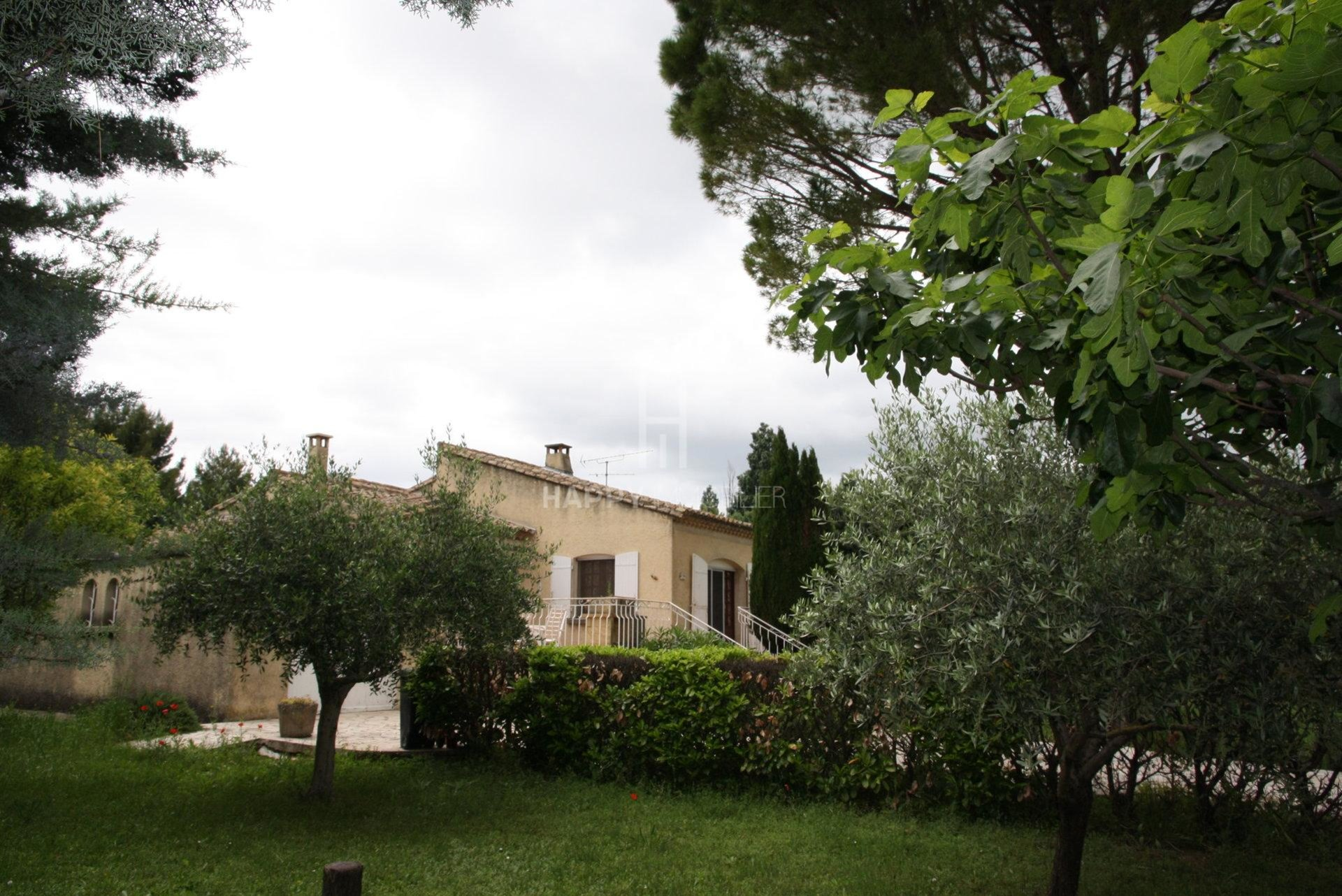 House on one level with a large garden and 35 olive trees in Mouriès