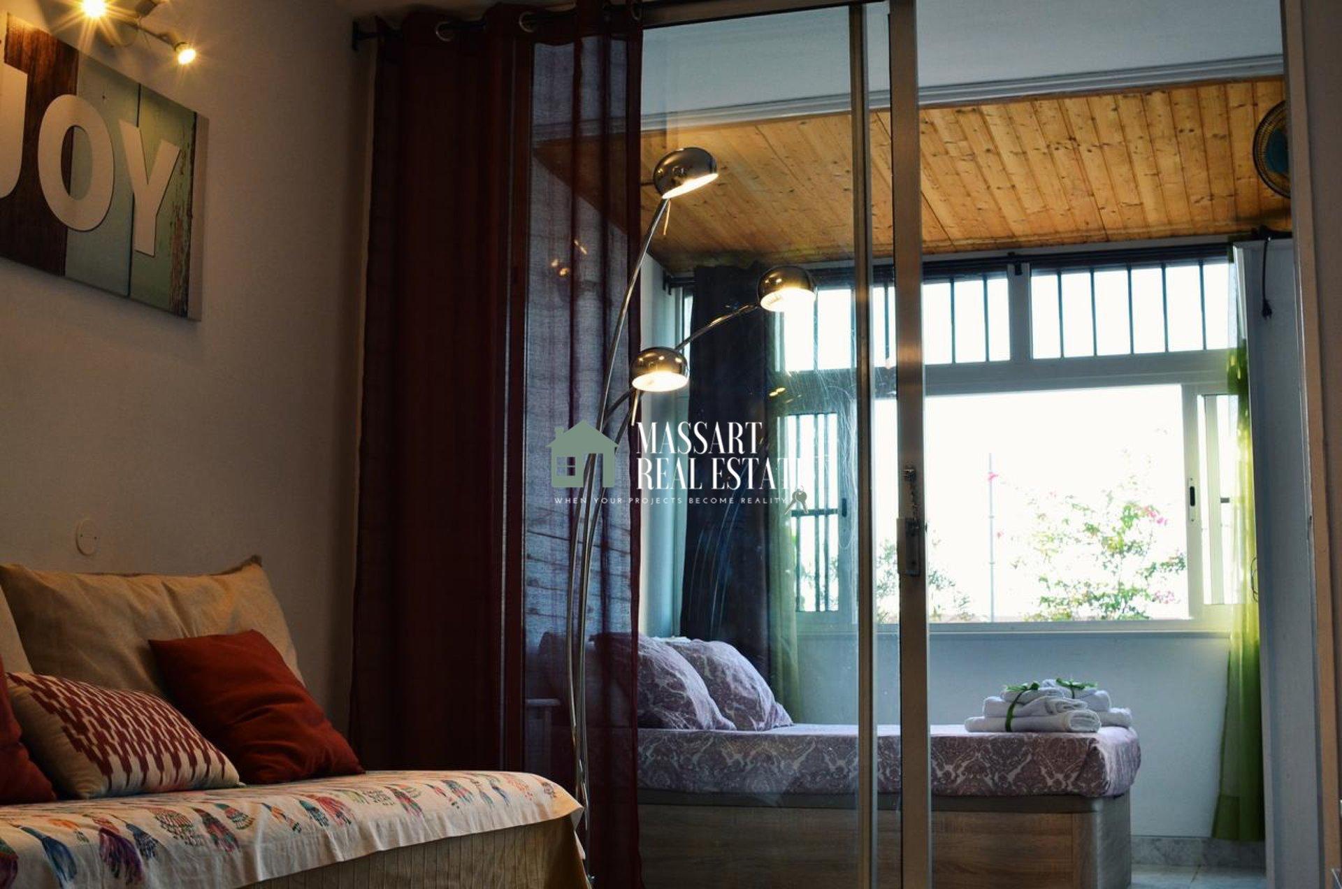 Te koop in het centrum van Costa del Silencio, in het wooncomplex El Chaparral, een studio van 40 m2 die onlangs is gerenoveerd en klaar om te genieten.